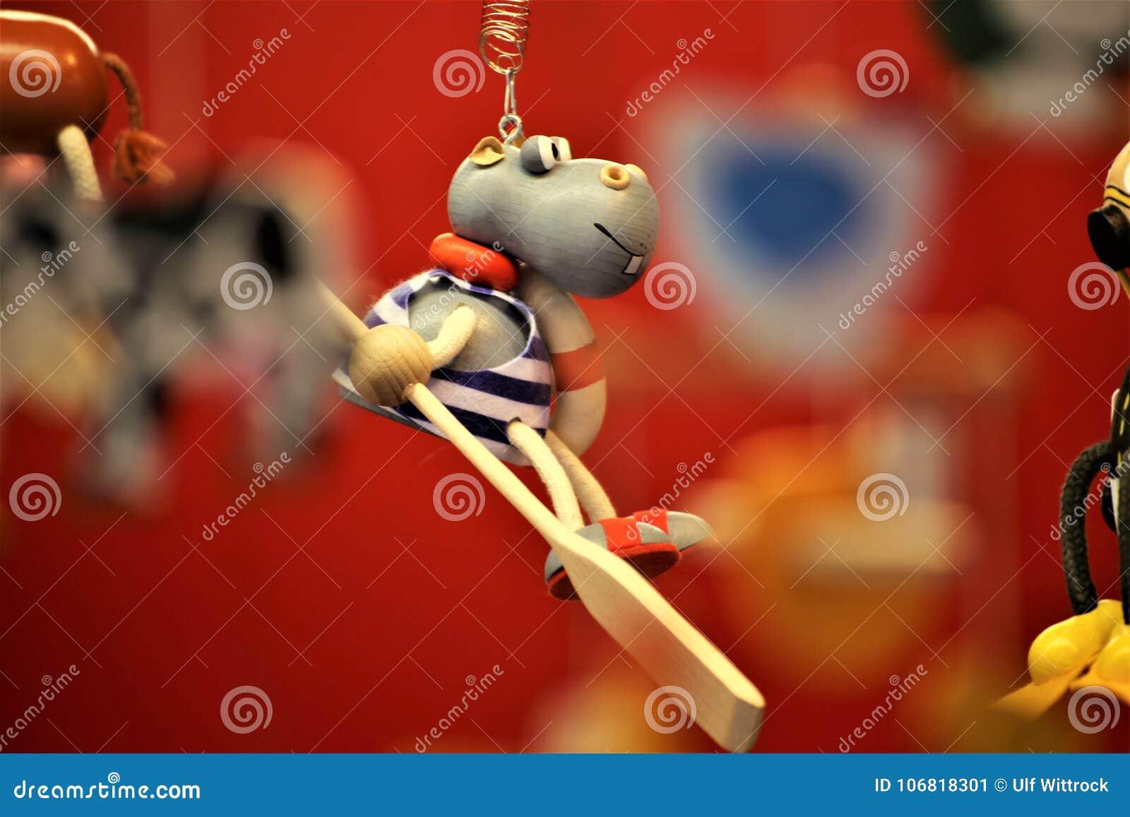 Een conceptenbeeld van een traditioneel stuk speelgoed, kinderen, heden