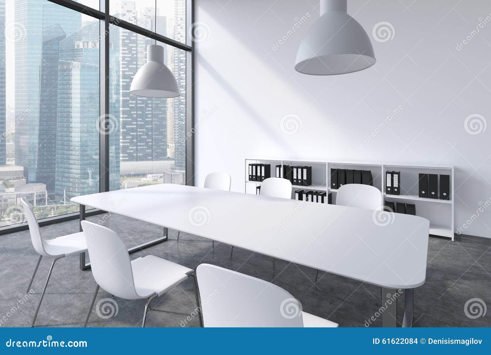 Een conferentieruimte in een modern panoramisch bureau met de mening