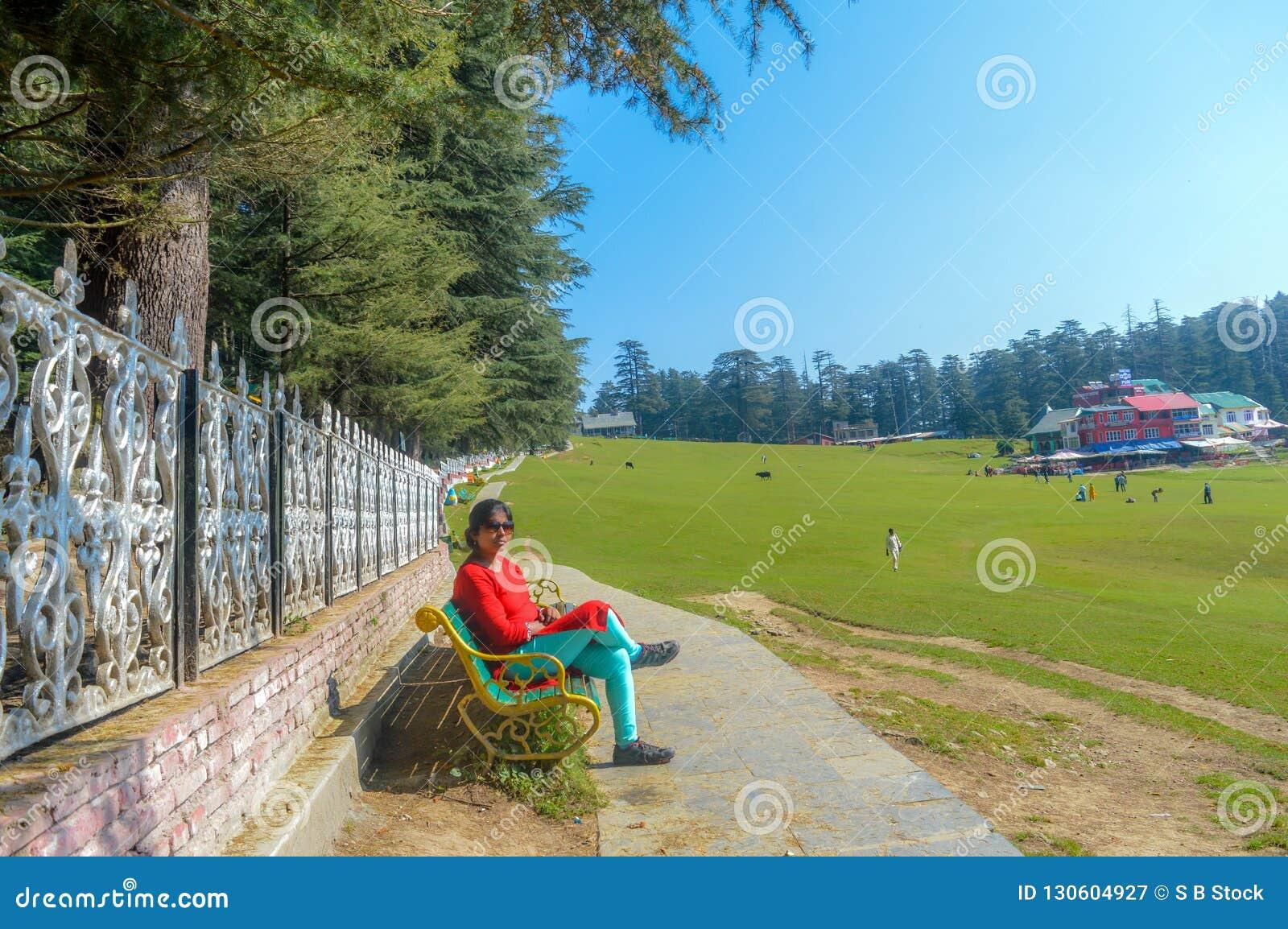 Een damezitting en het ontspannen op een Golfcursus