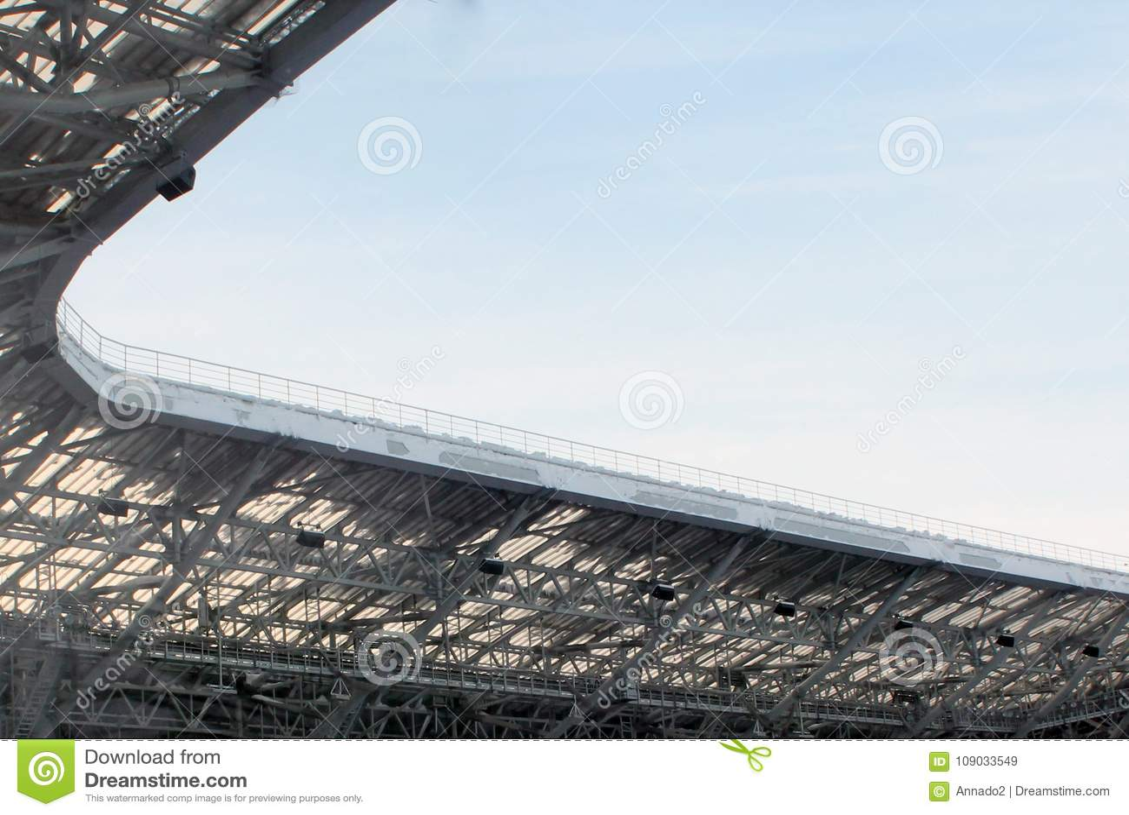 Een deel van het dak van een open stadion in Kazan