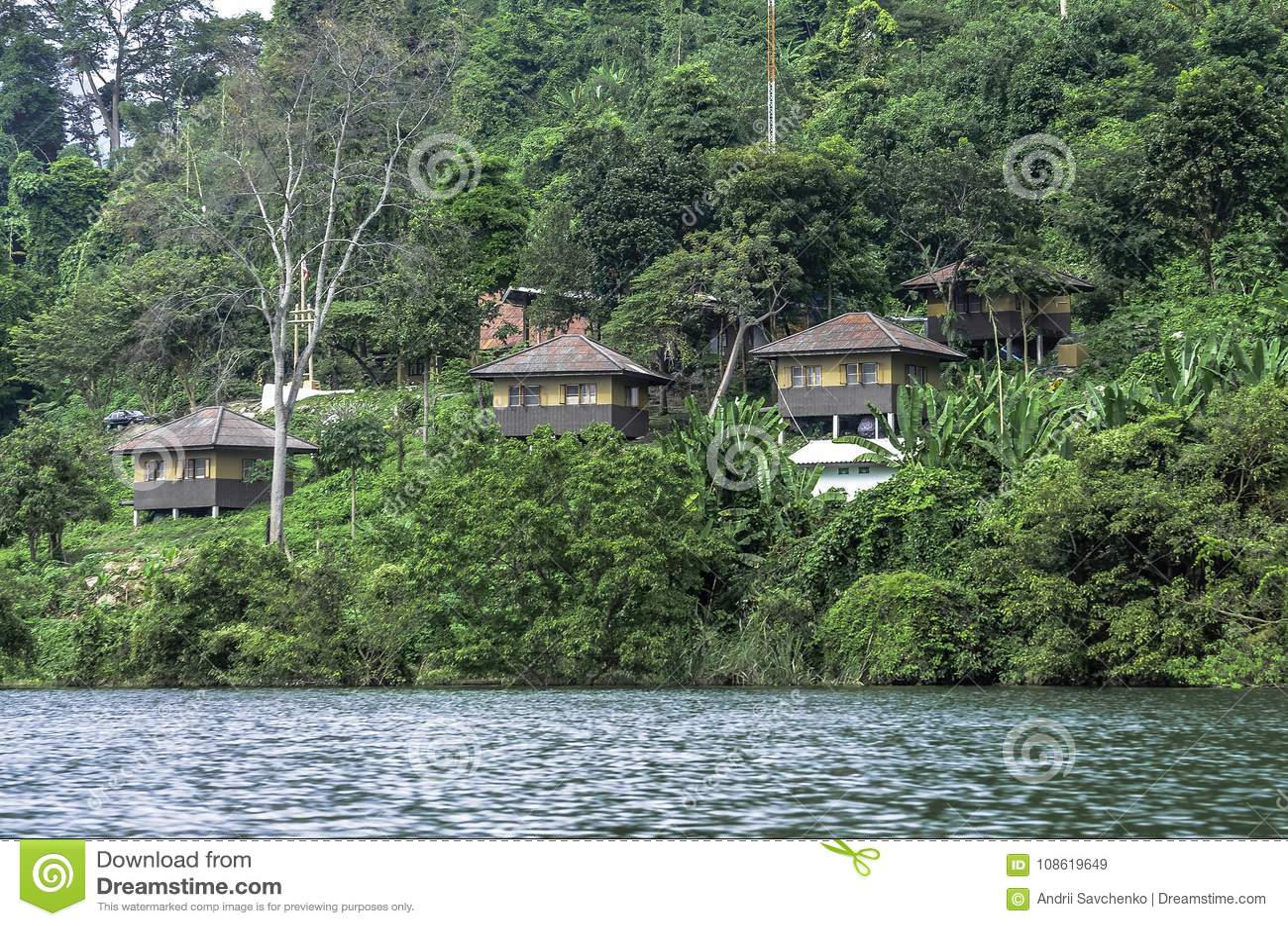 Een dorp in de wildernissen van Thailand