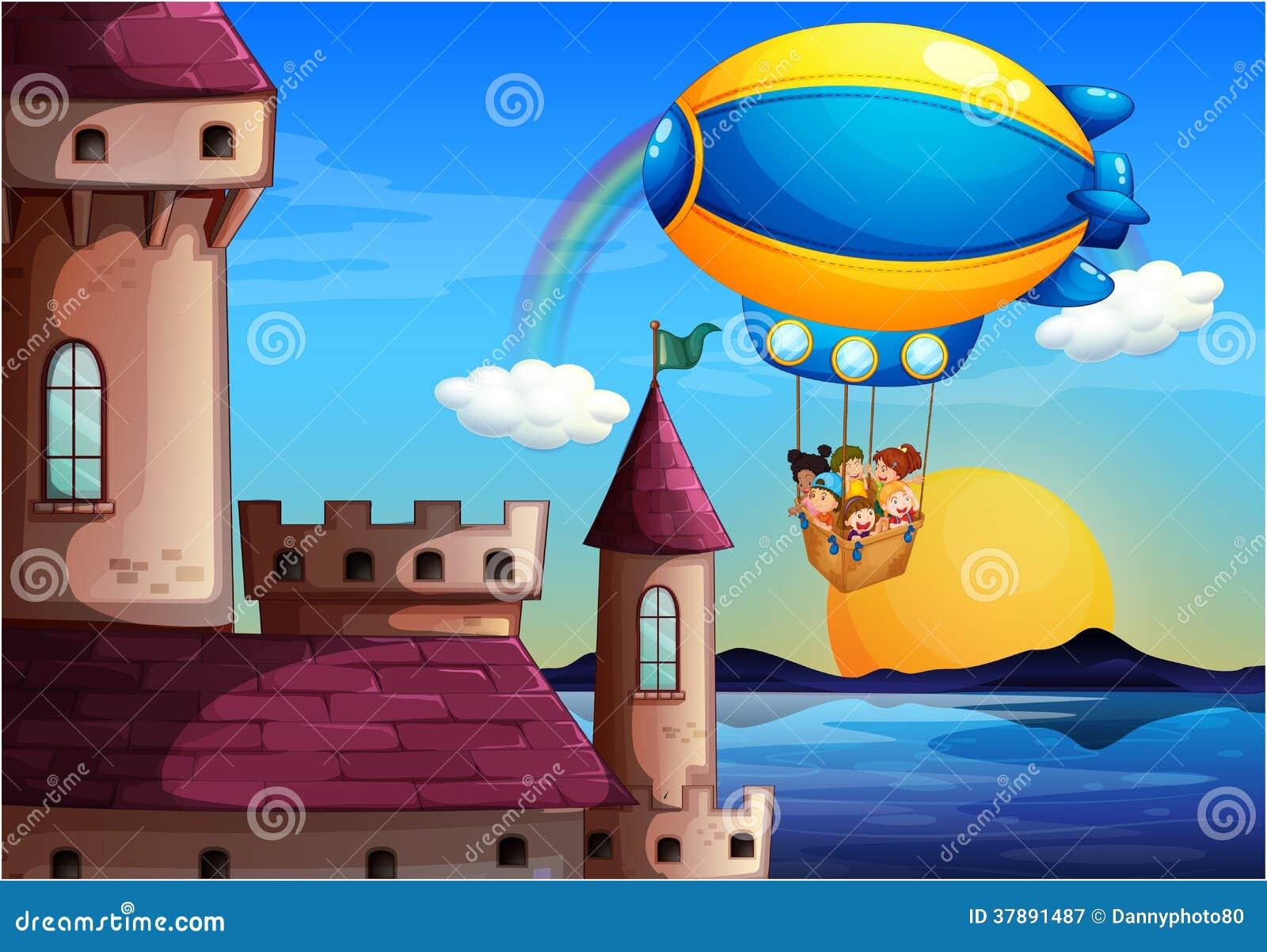 Een drijvende ballon met jonge geitjes die naar het kasteel gaan