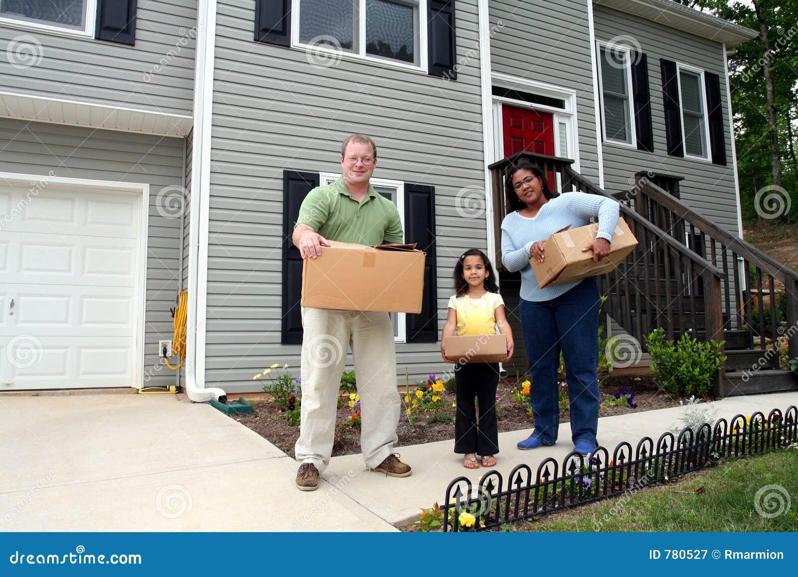Een familie die zich in Nieuw Huis beweegt