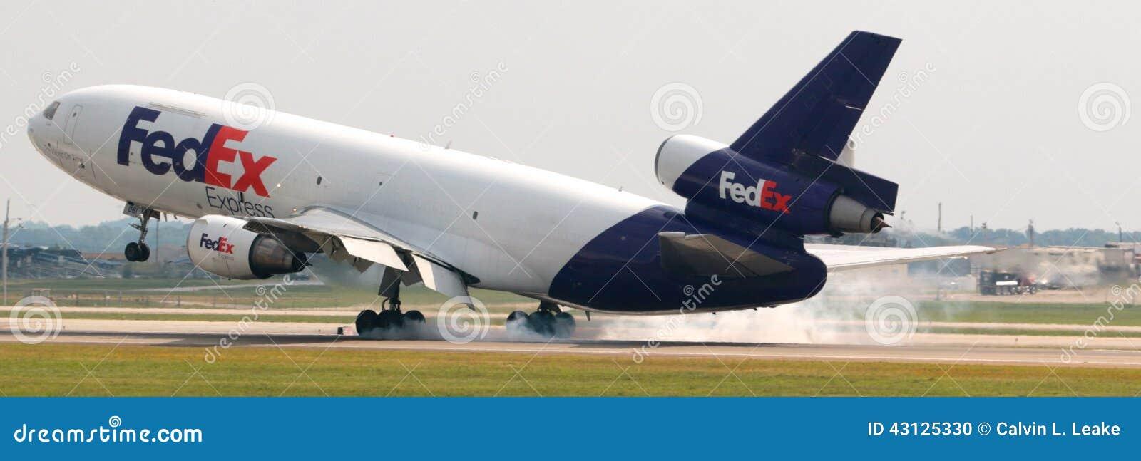 Een Fedex-Vliegtuigaanrakingen neer bij de luchthaven