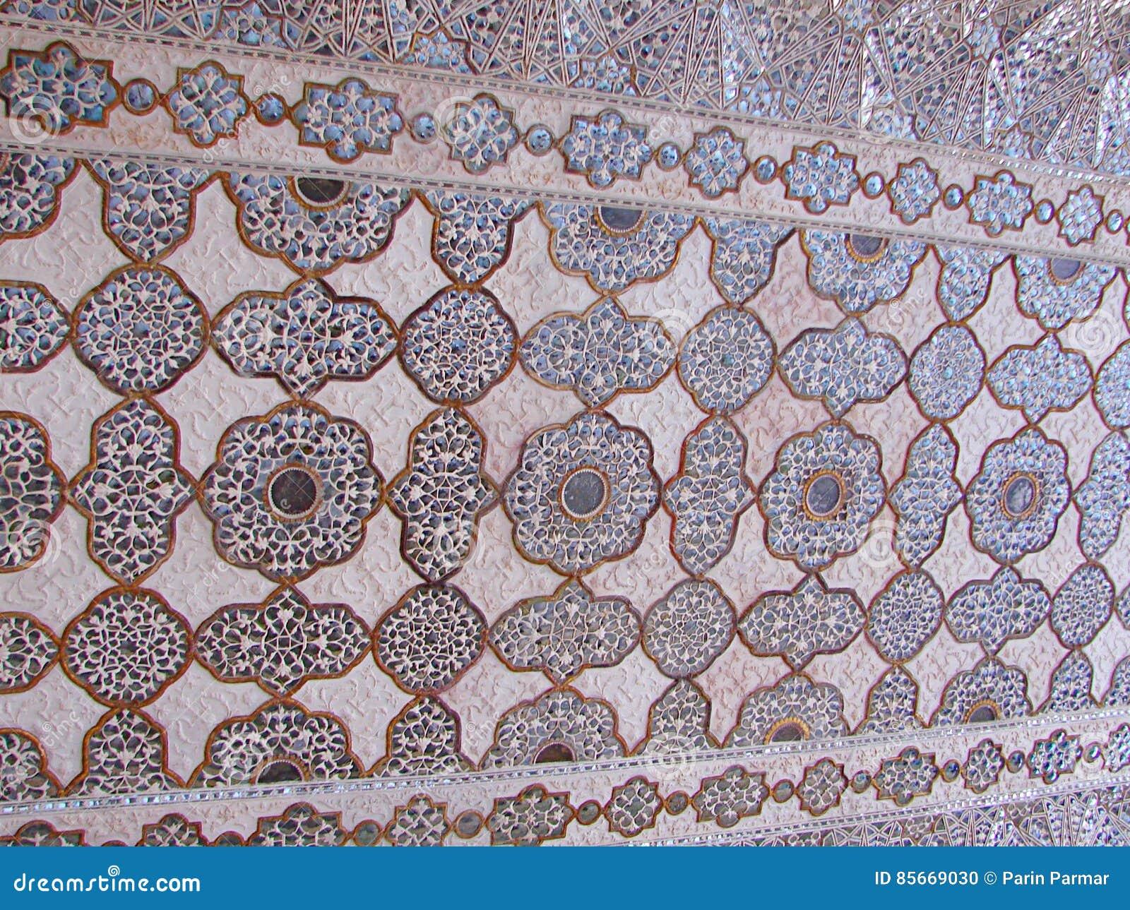 Een Gesierd Plafond in Spiegelpaleis, Amer Palace, Jaipur, Rajasthan, India