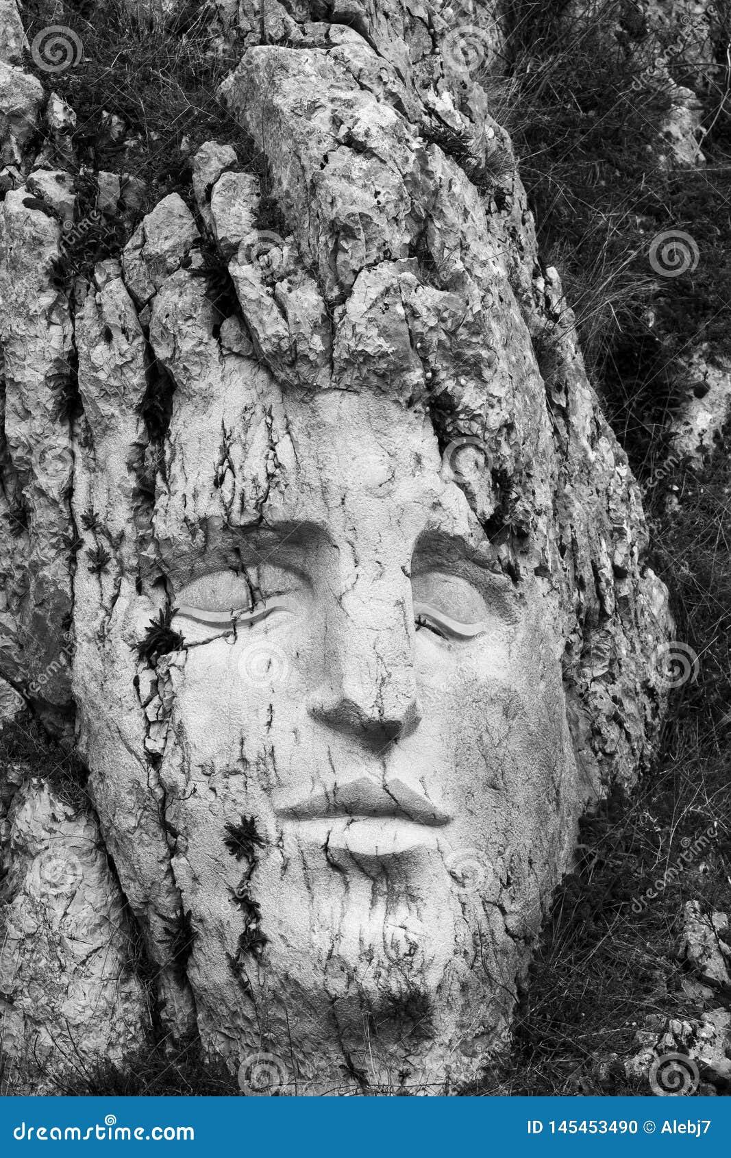 Een gezicht in de rots