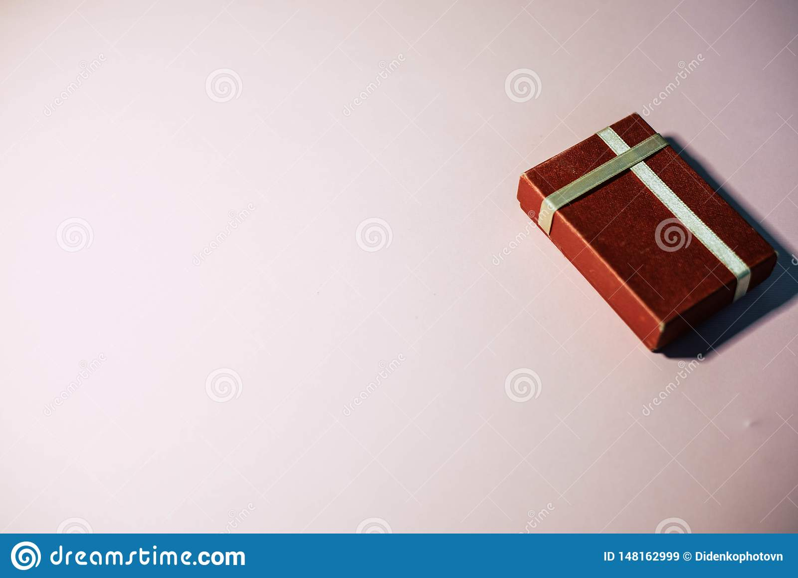 Een gift iets in een rode doos