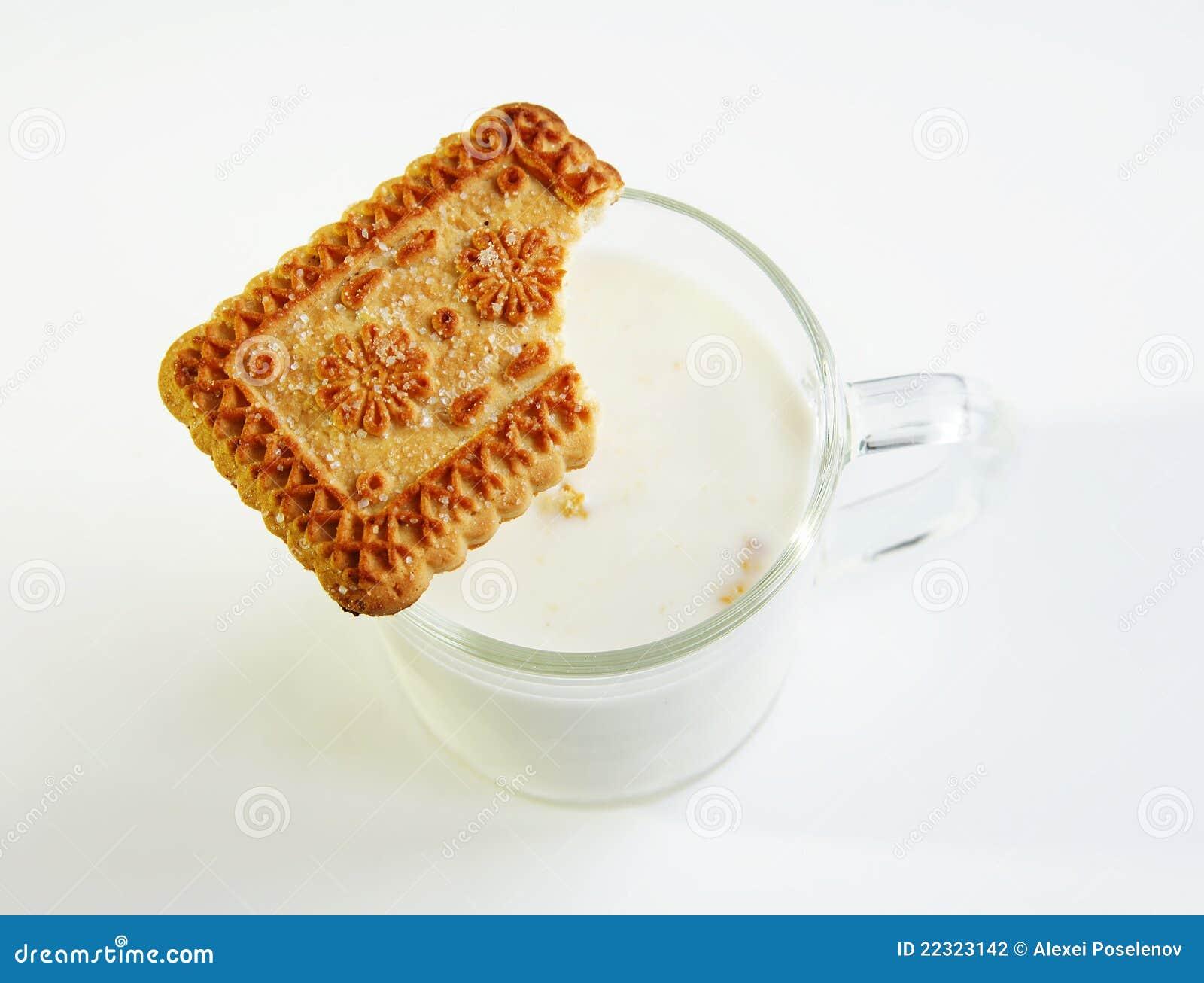Een glas van melk en koekje