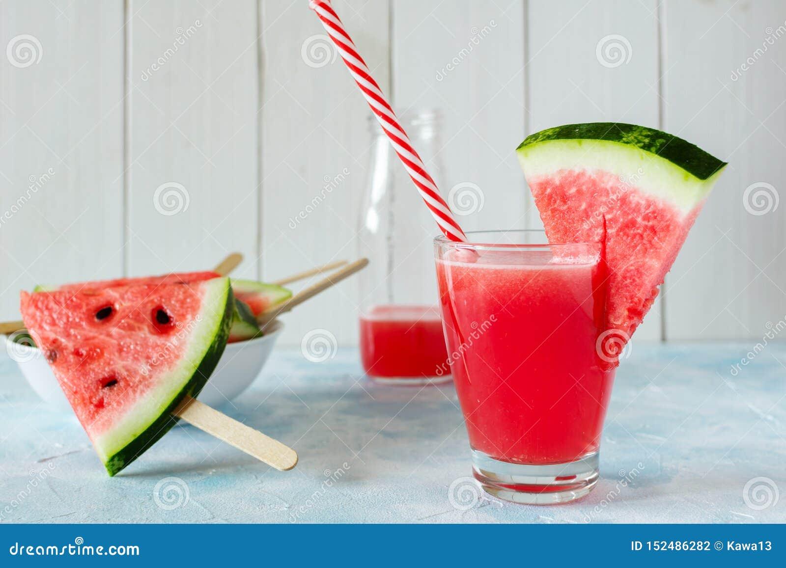 Een glas vers watermeloensap