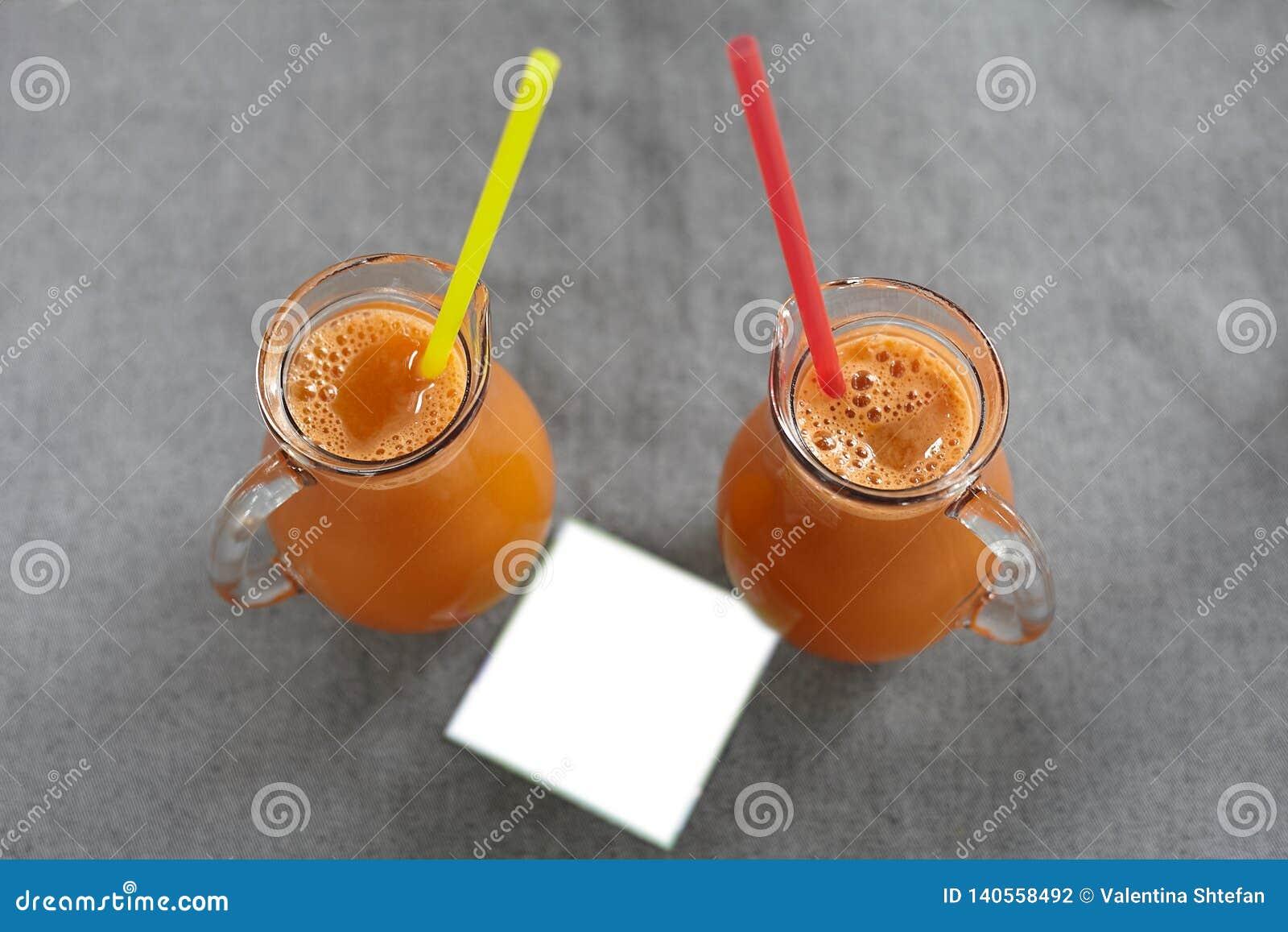 Een glas wortelsap