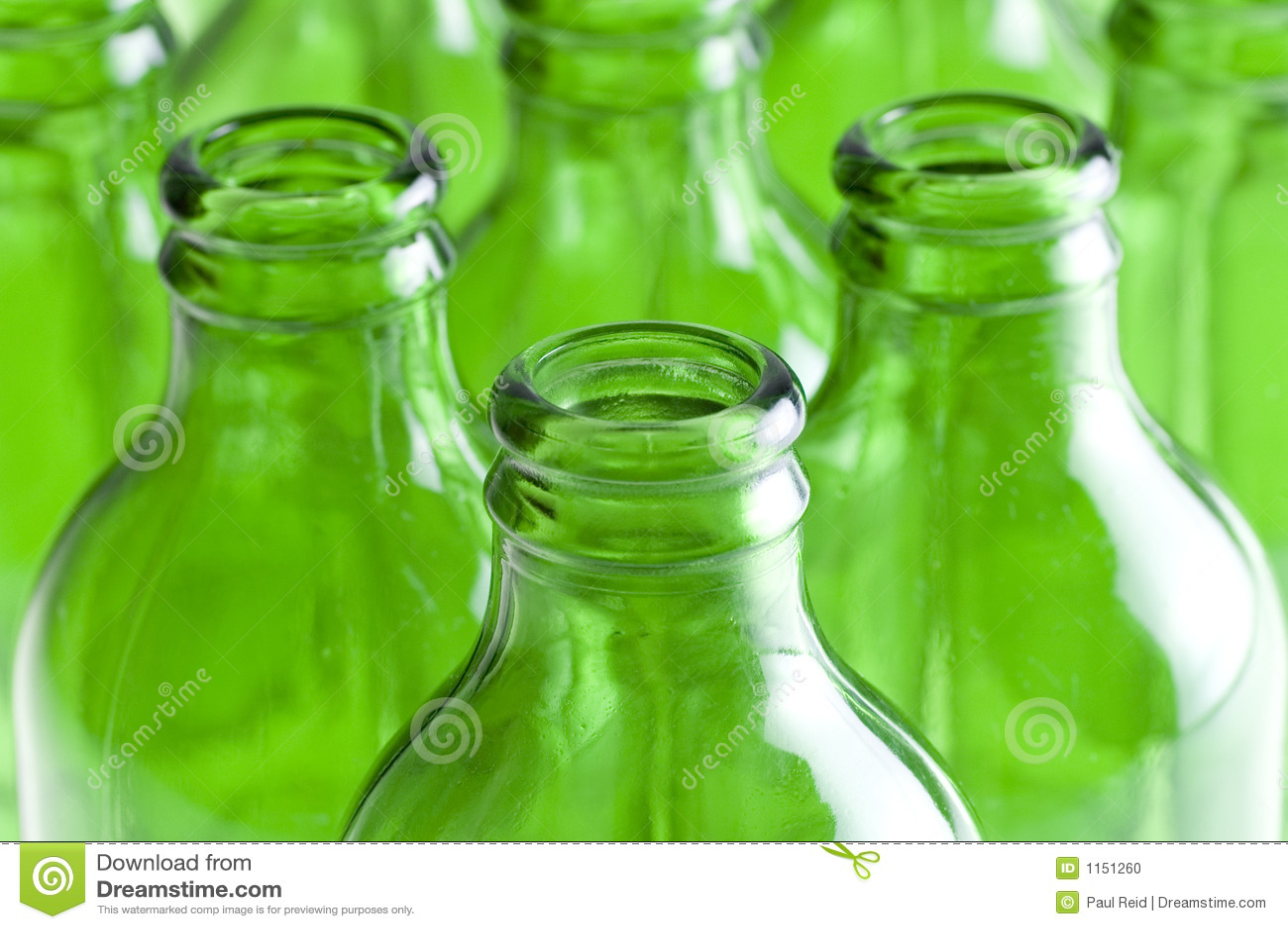 Een groep Groene bierflessen