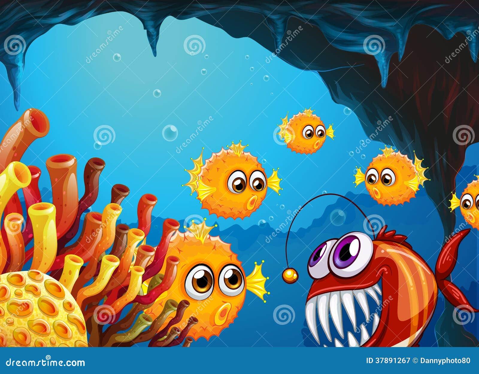 Een groep kogelvis vist en een enge piranha binnen het hol