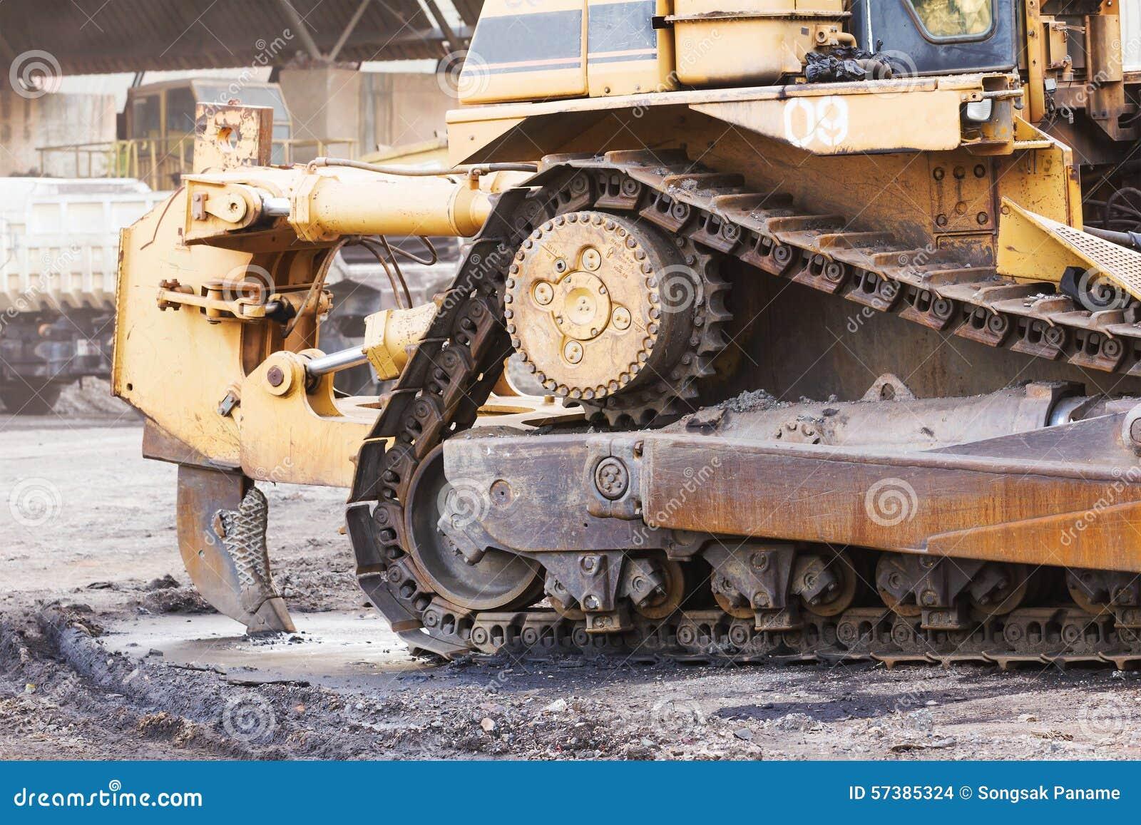 Een grote bulldozer in bouwwerf