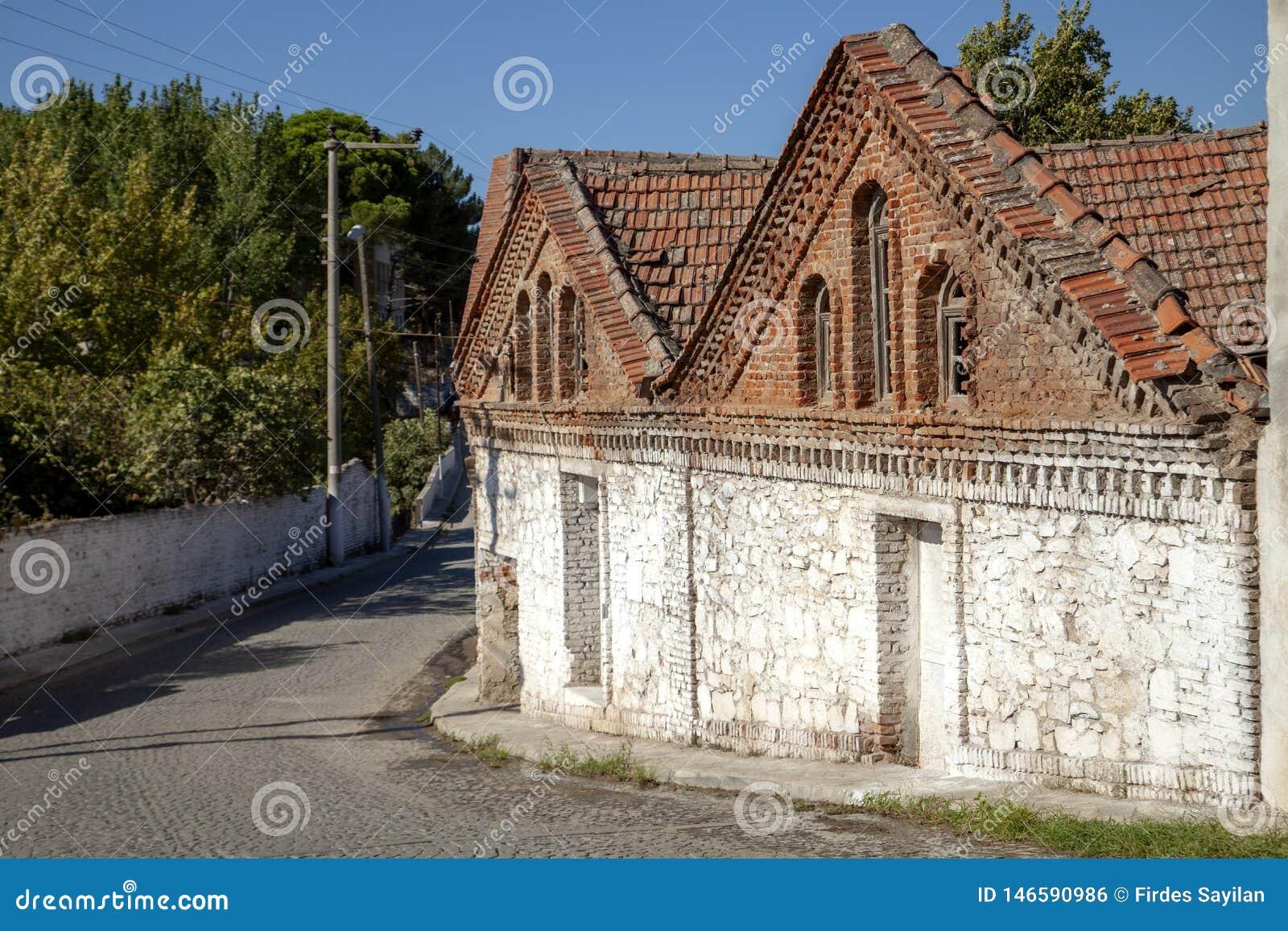 Een historische olijfoliefabriek in Edremit, Balikesir, Turkije