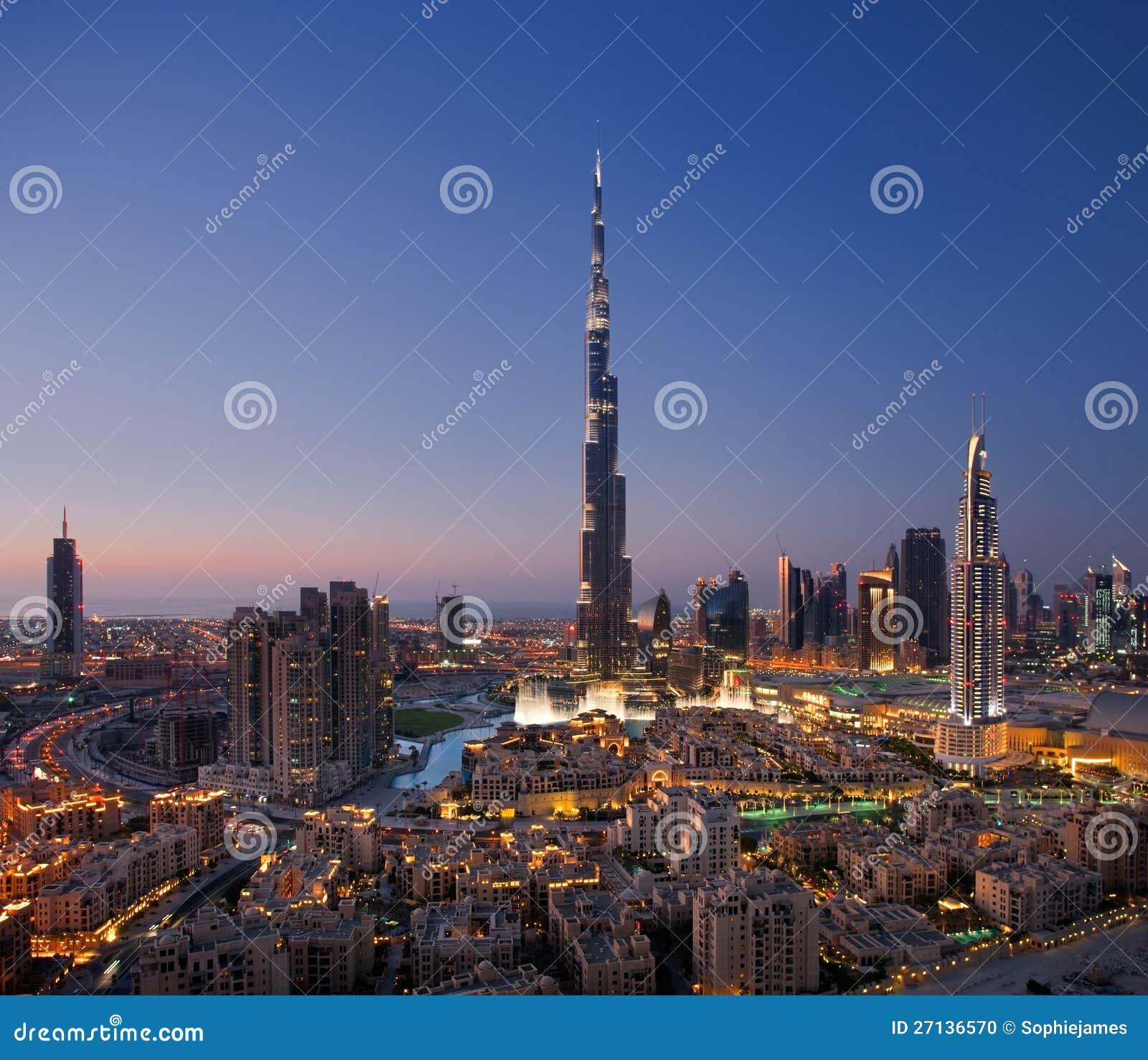 Een horizon van Doubai Van de binnenstad met Burj Khalifa en