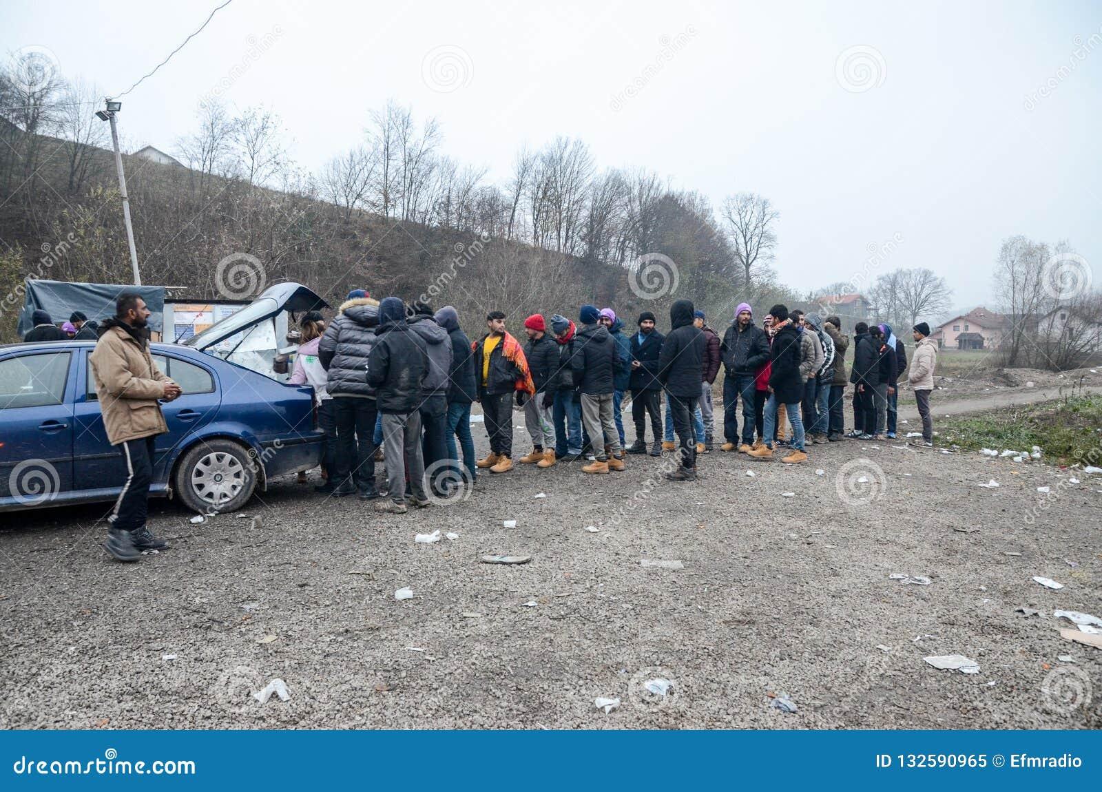 Een humanitaire catastrofe in Vluchteling en Migrantenkamp in Bosnië-Herzegovina De Europese migrerende crisis Balkan route tent