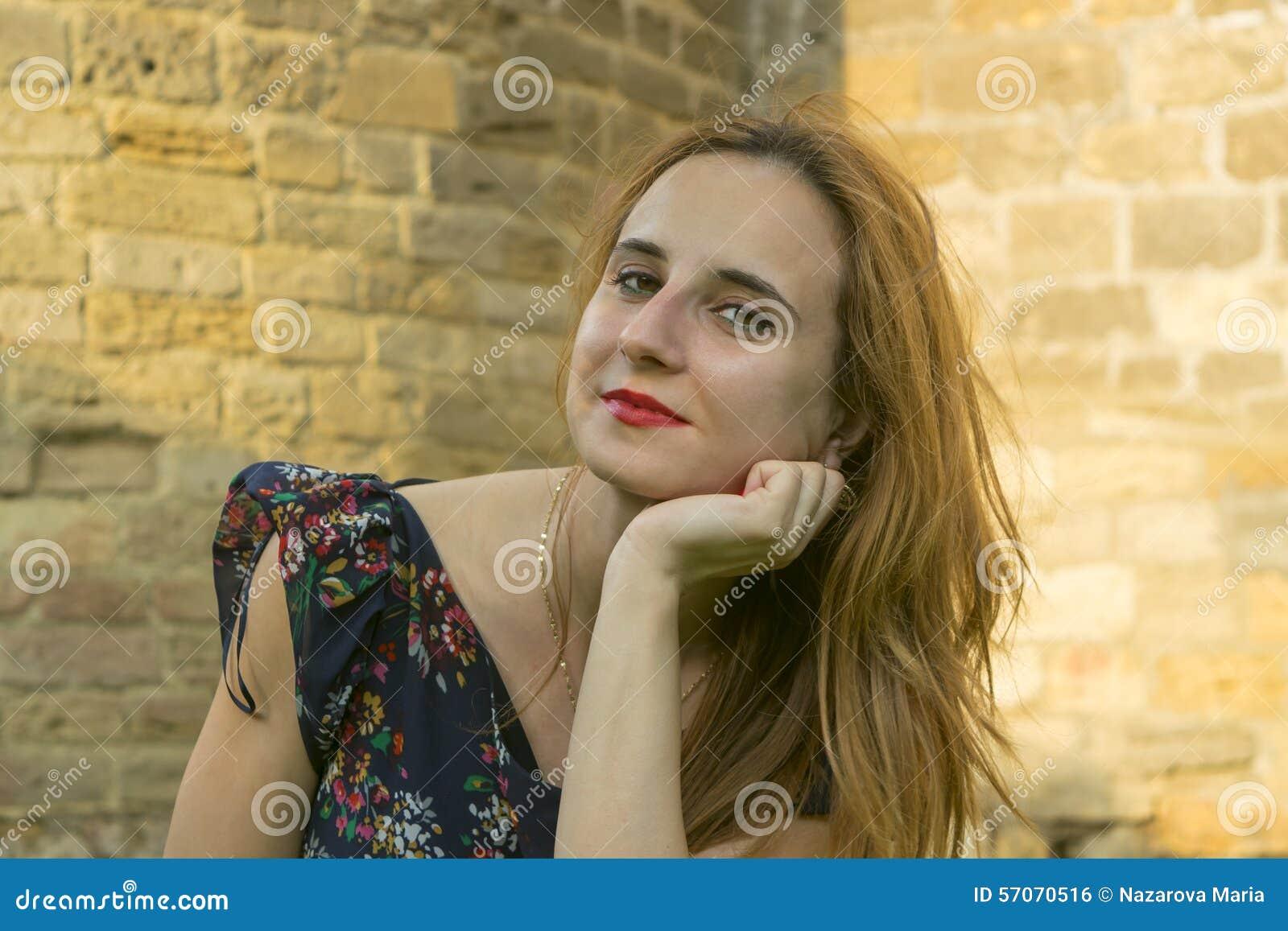 Een jong meisje in openlucht