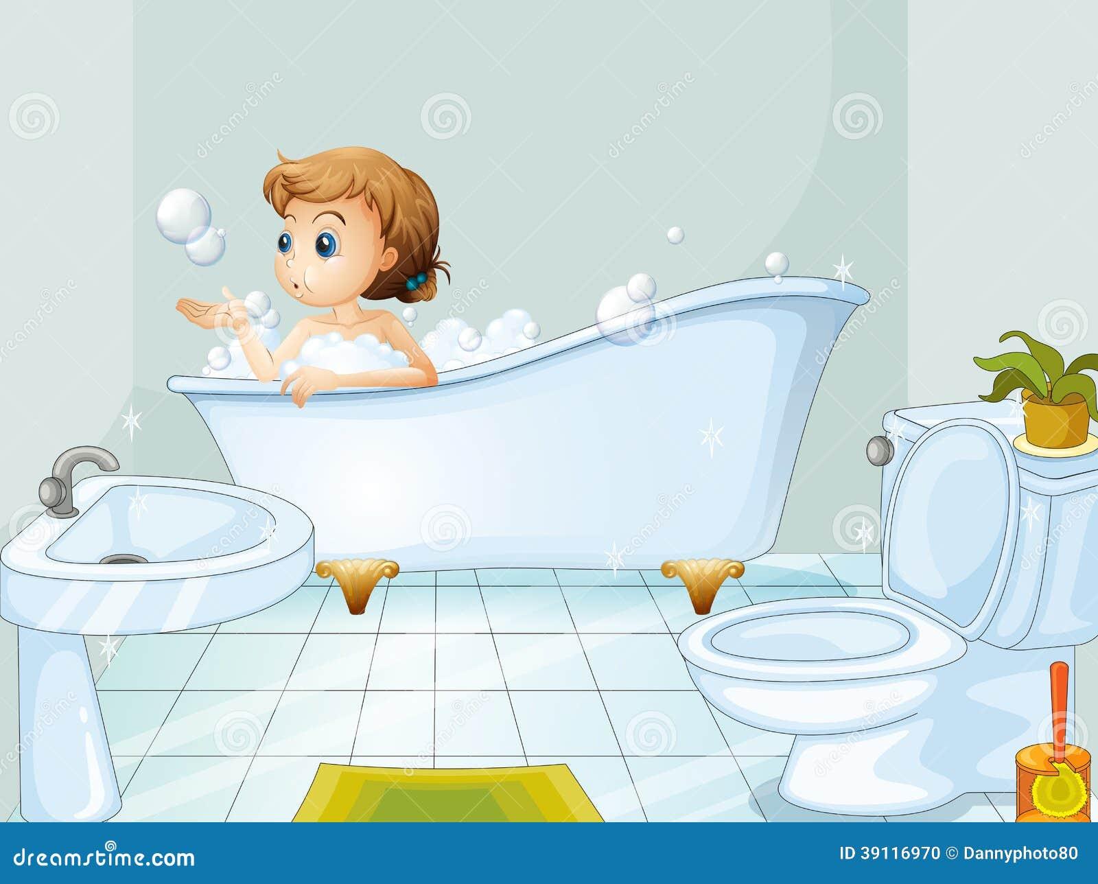 Een jonge vrouw die een bad in de badkuip nemen