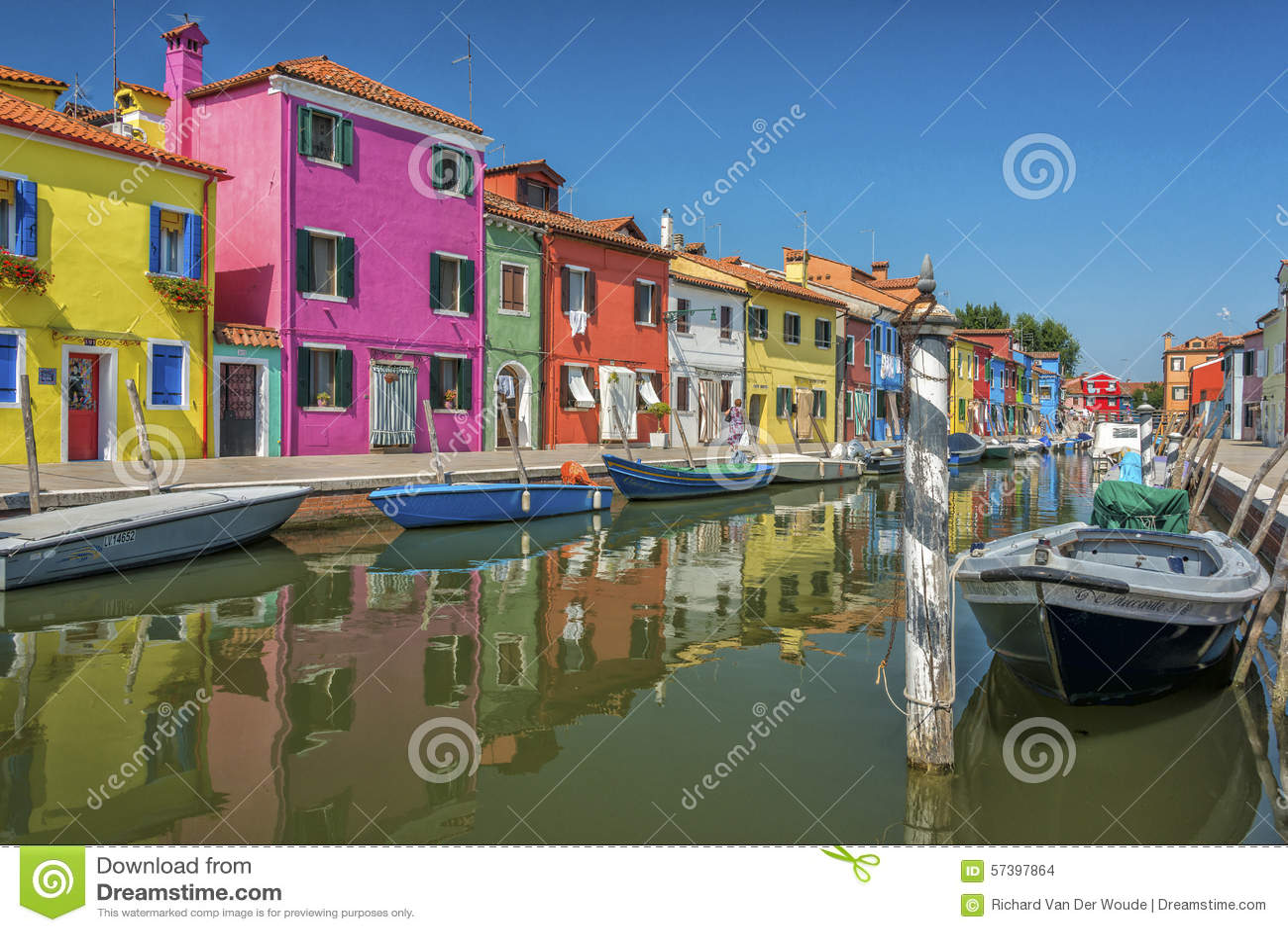 Een kanaal in Burano, Italië