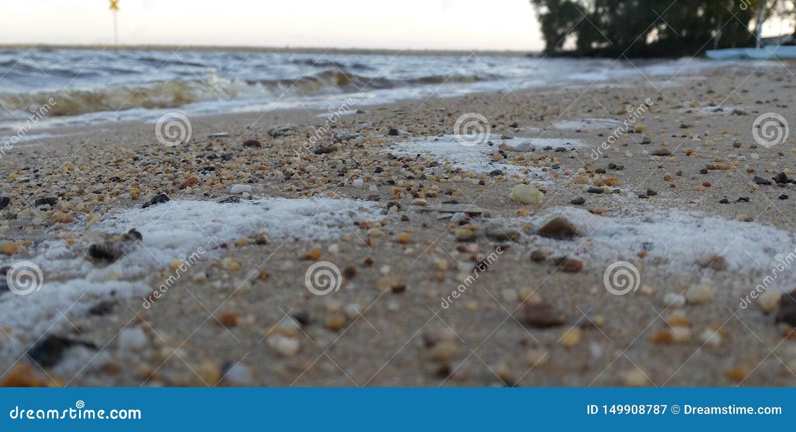 Een kiezelachtige kust