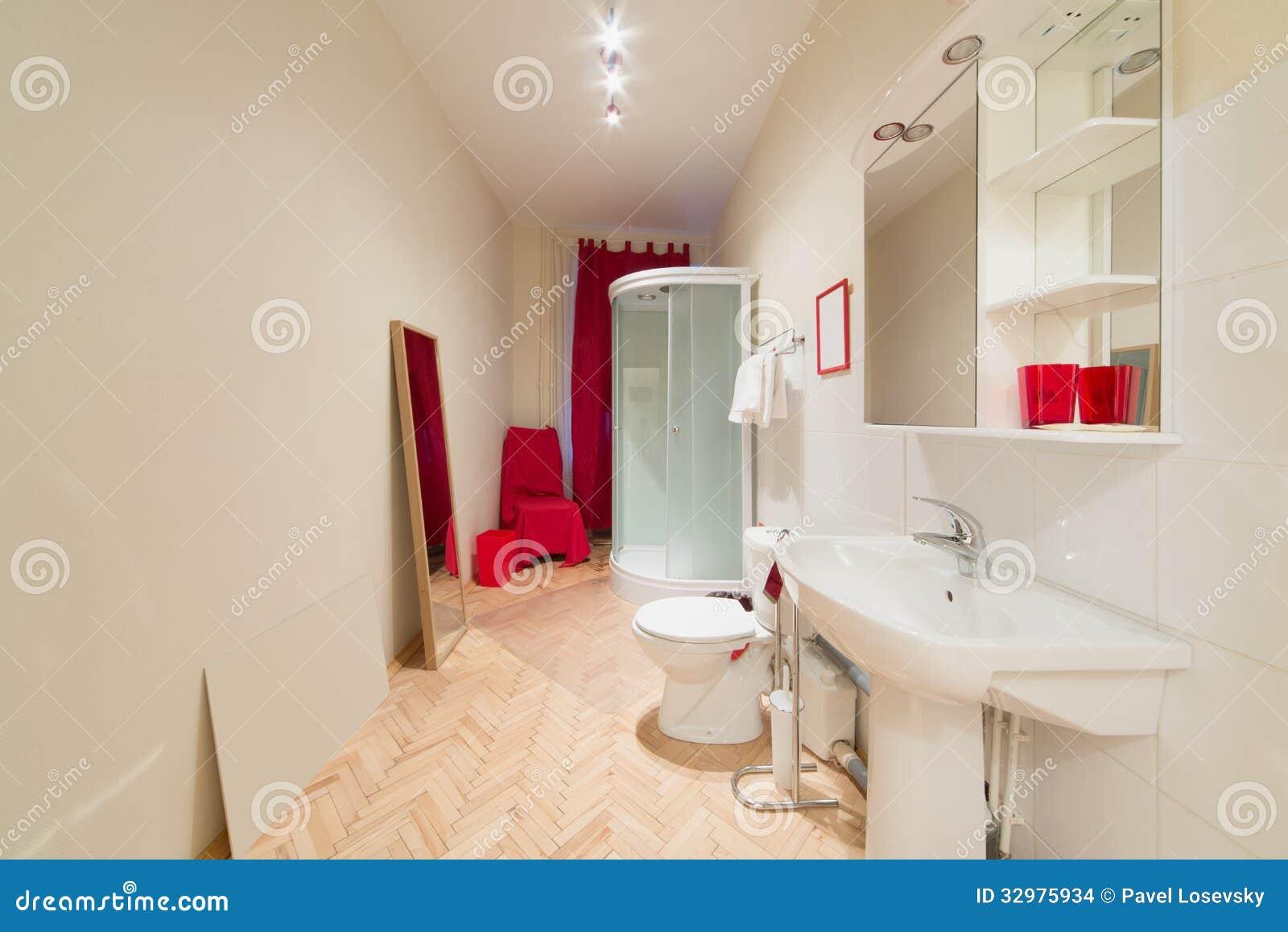 Een kleine heldere badkamers met een douchecabine stock afbeeldingen afbeelding 32975934 - Klein badkamer model met douche ...