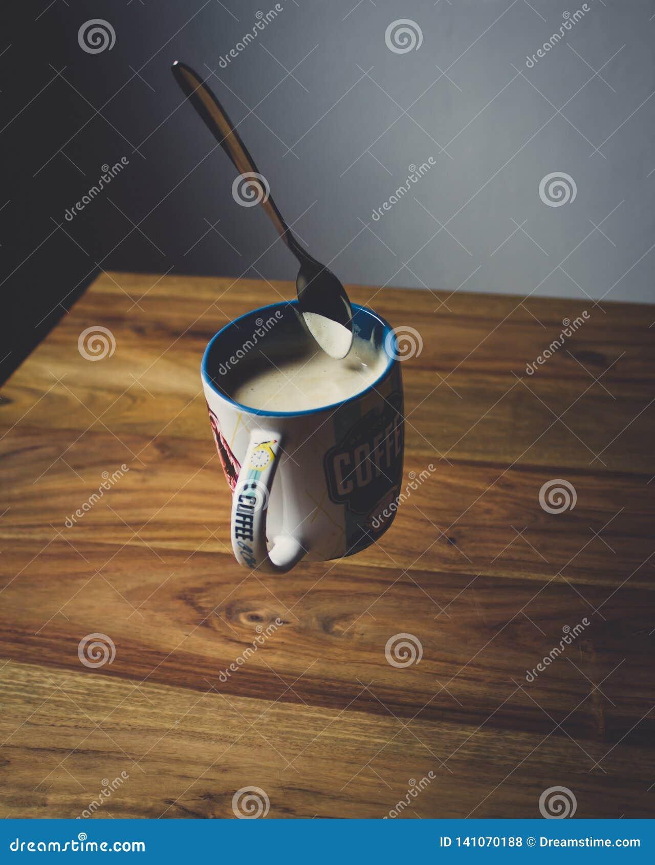 Een kop van koffie in de ochtend