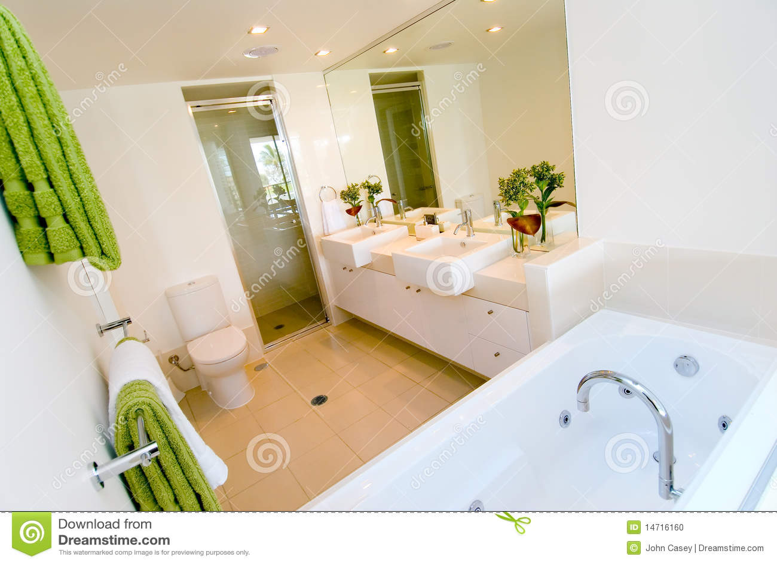 Een luxe moderne badkamers stock foto beeld 14716160 - Moderne luxe badkamer ...