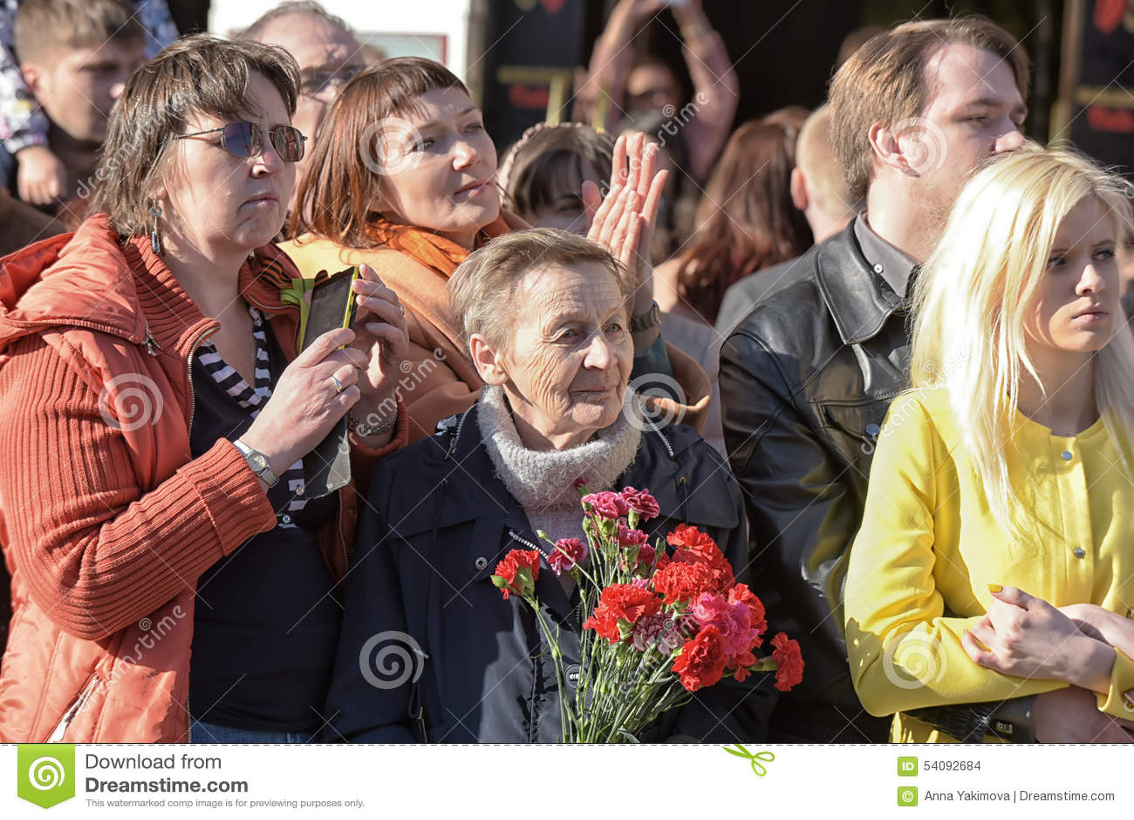 Een menigte van toeschouwers in Victory Parade