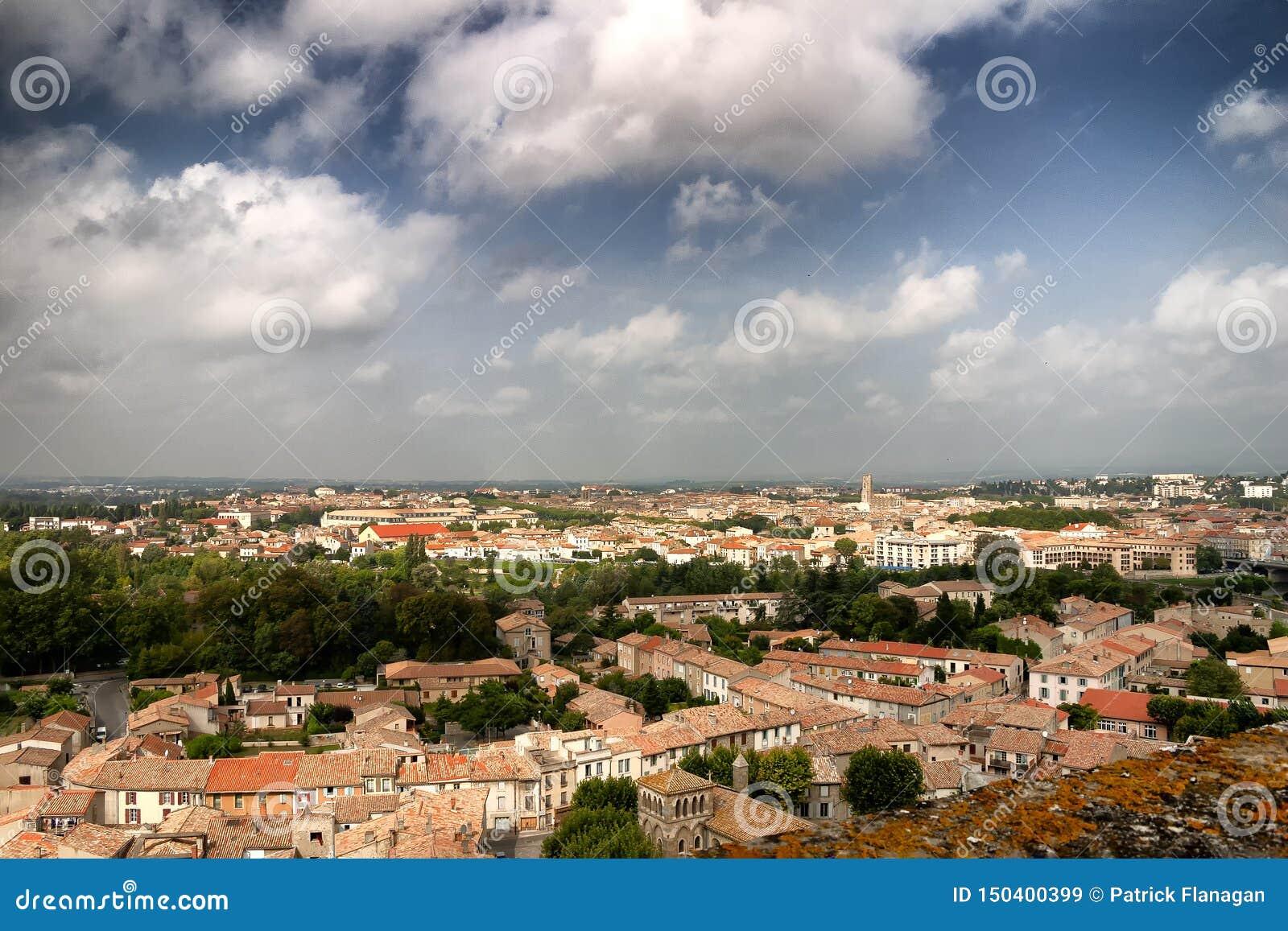 Een mening van hierboven van daken in een Franse stad
