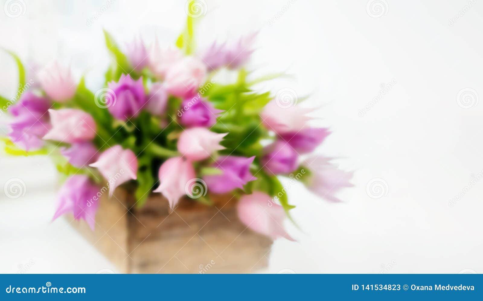 Een mooi boeket van roze tulpen blur Vage decoratieve achtergrond De ruimte van het exemplaar