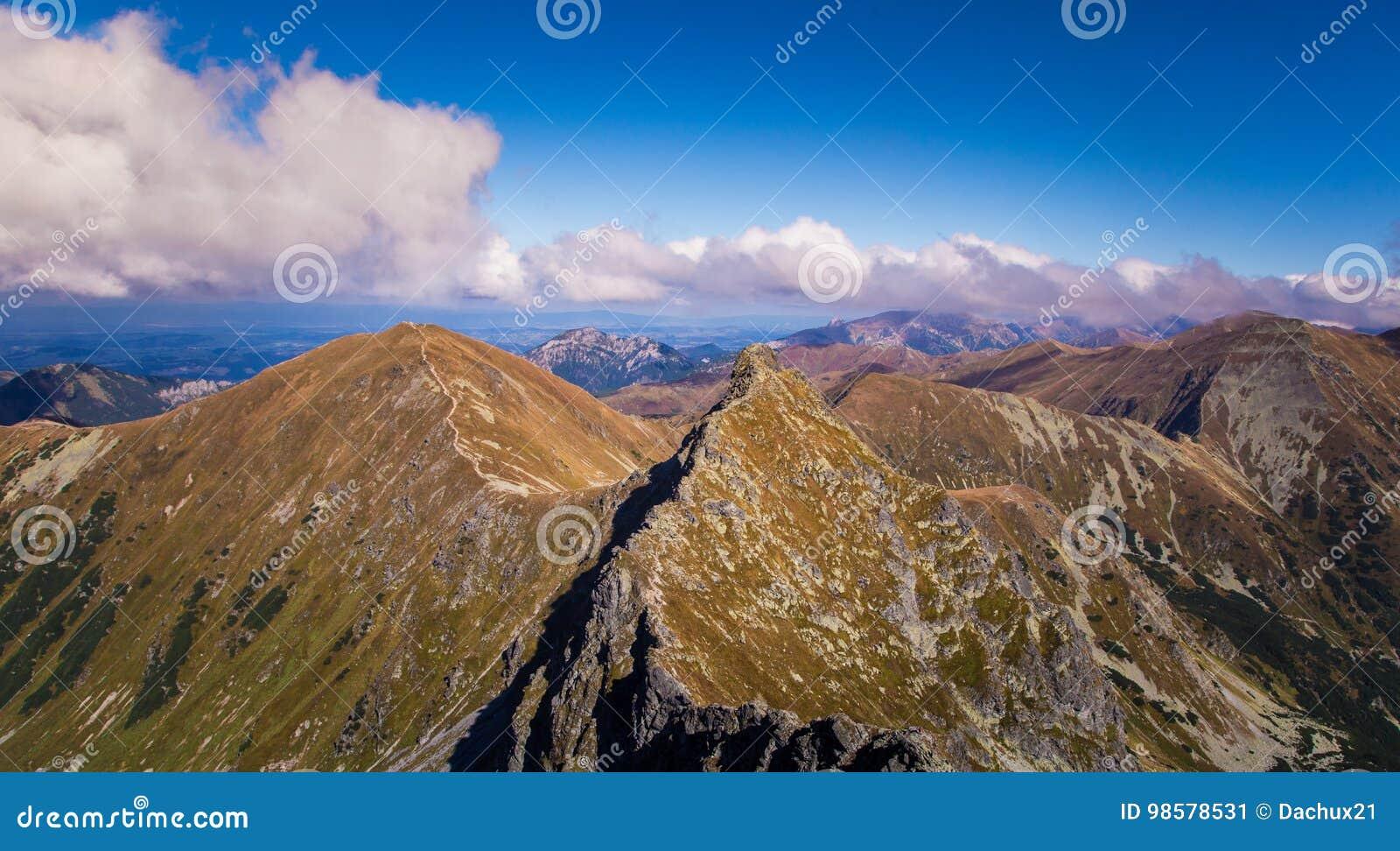 Een mooi landschap van de de zomerberg in Tatry