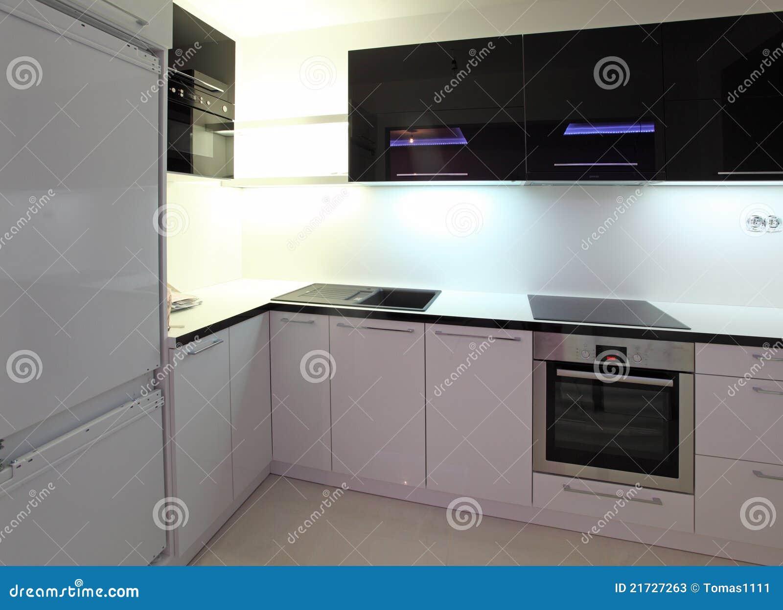 Een mooie nieuwe keuken stock foto 39 s beeld 21727263 - Nieuwe keuken ...