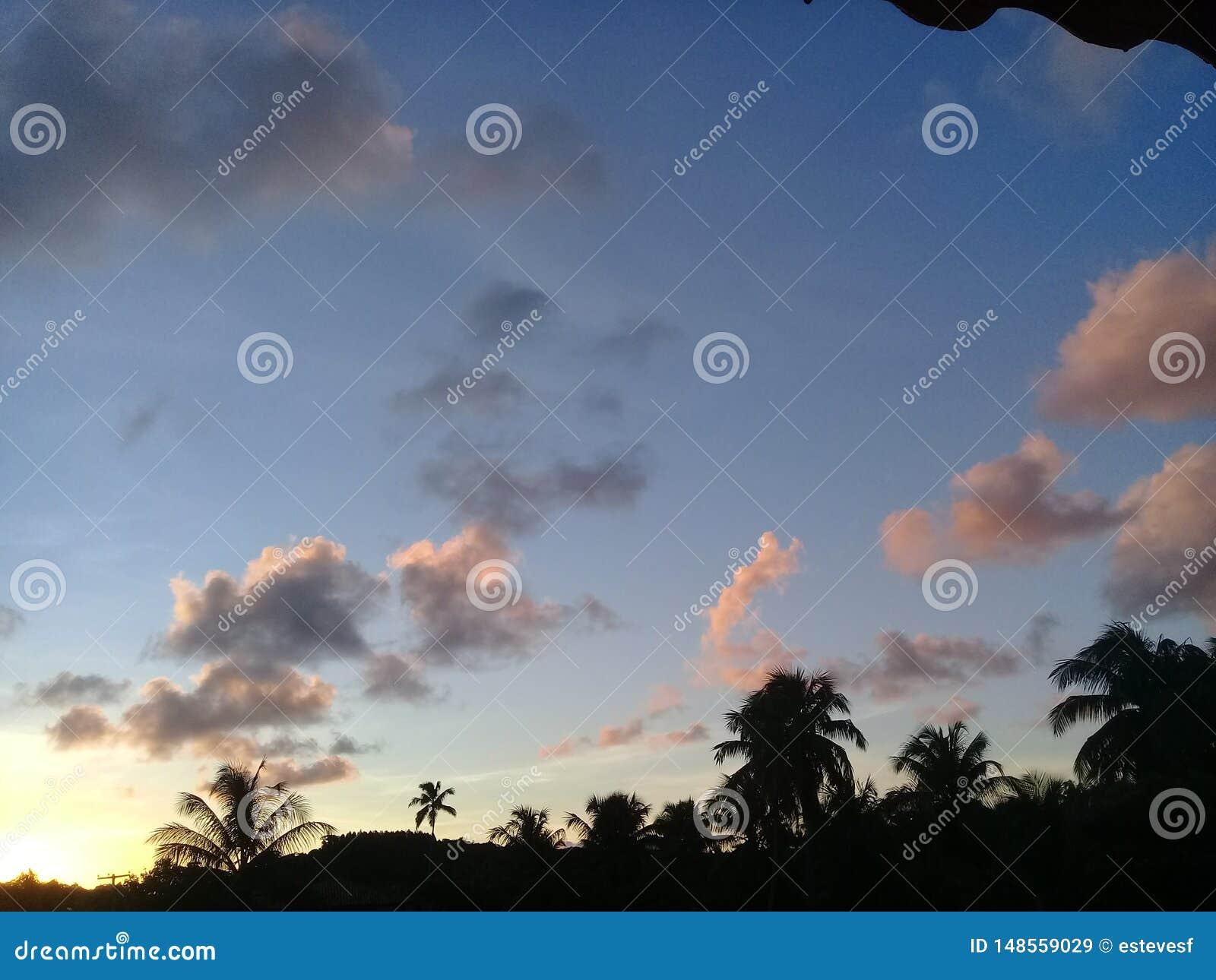 Een mooie zonsondergang en schaduwen