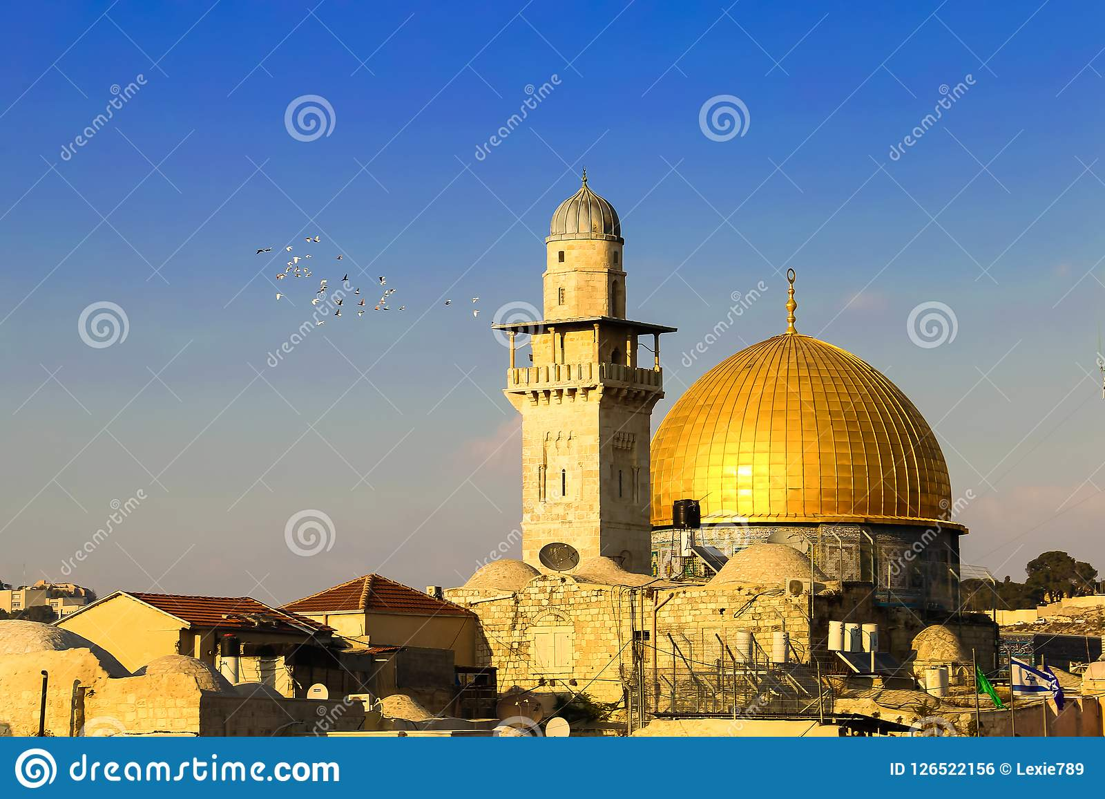 Een moskee met een gouden koepel in Jeruzalem
