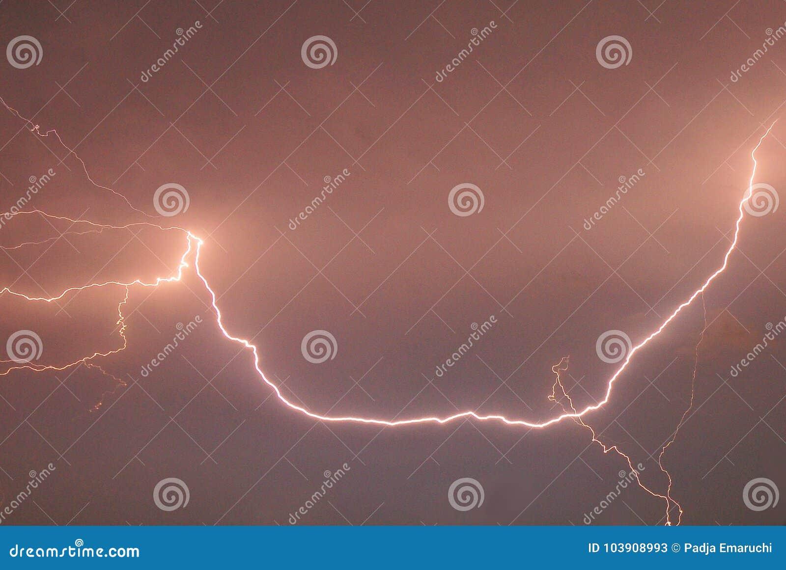 Een natuurverschijnsel van de blikseminslag
