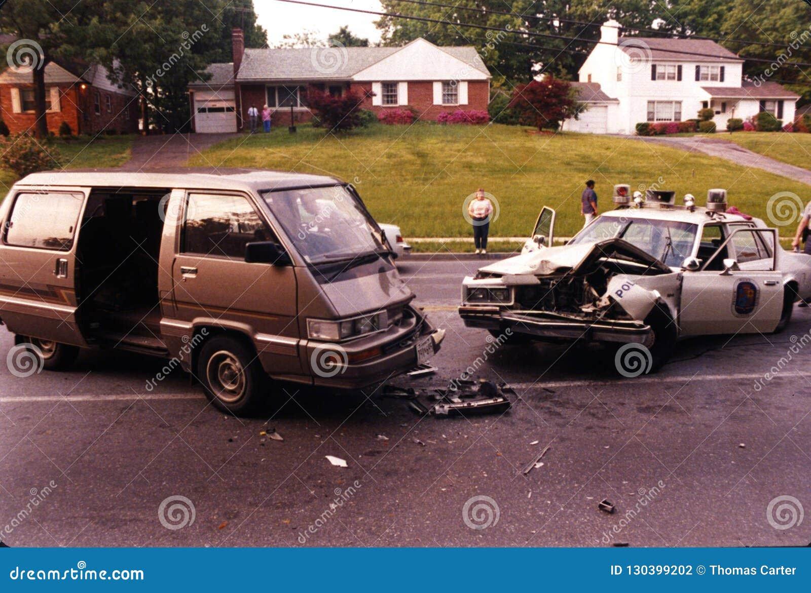 Een ongeval die een politiewagen impliceren