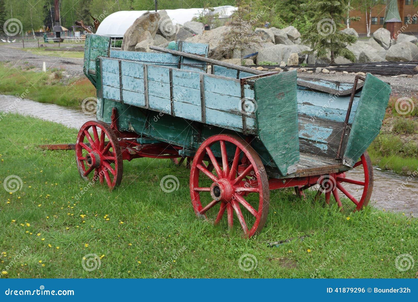 Een oude geschilderde wagen