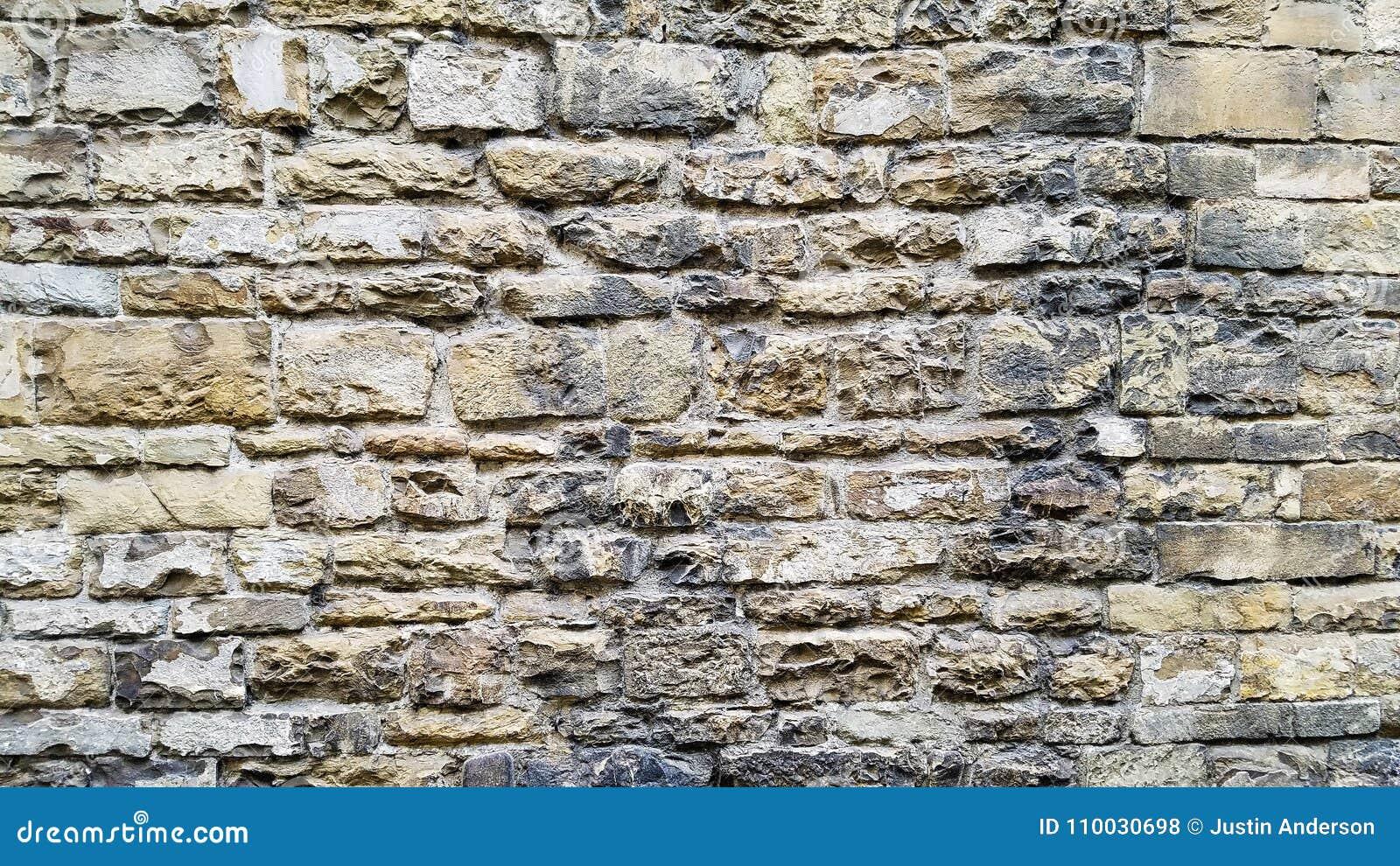 Een oude muur van een kasteel