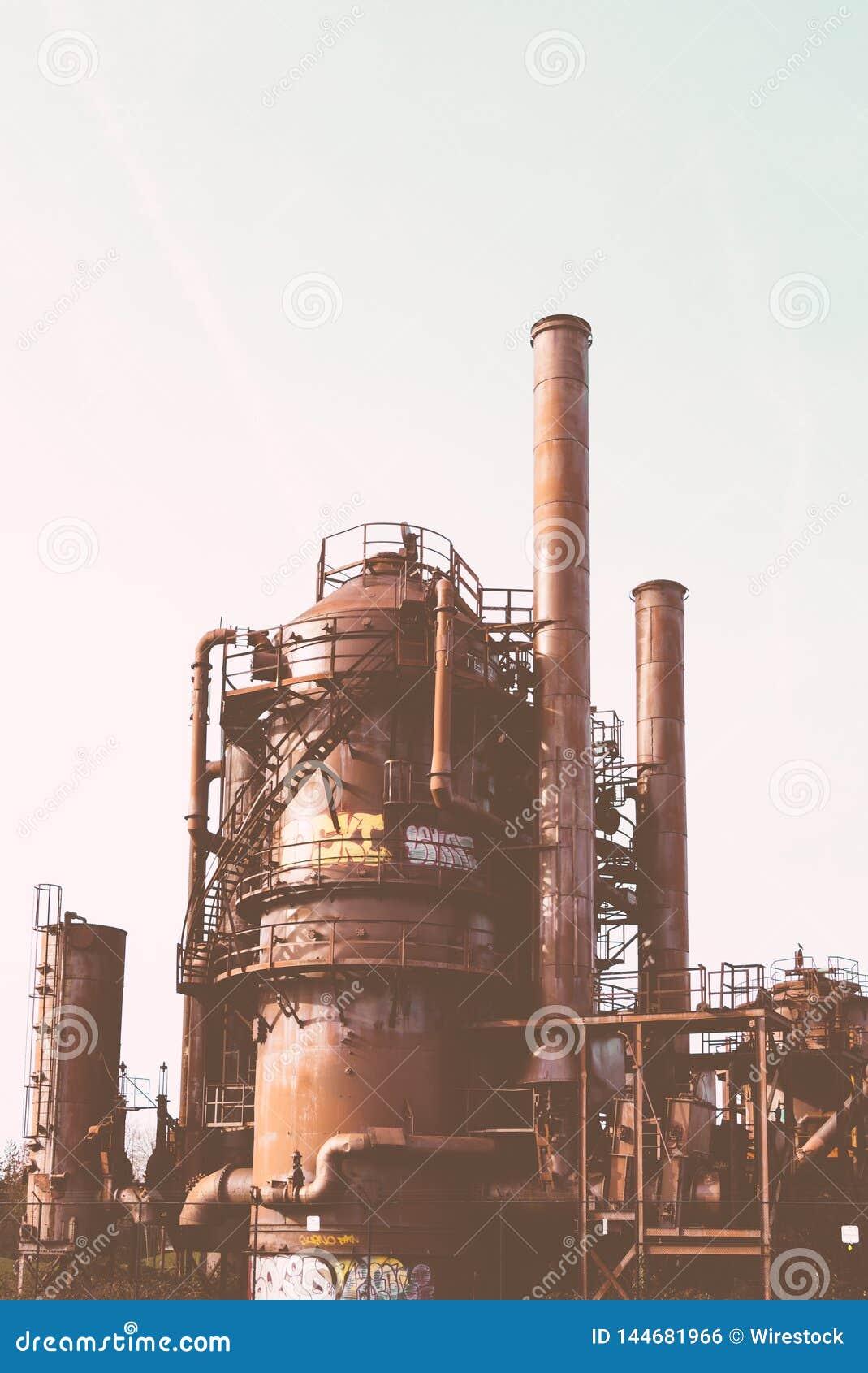 Een oude roestige fabriek