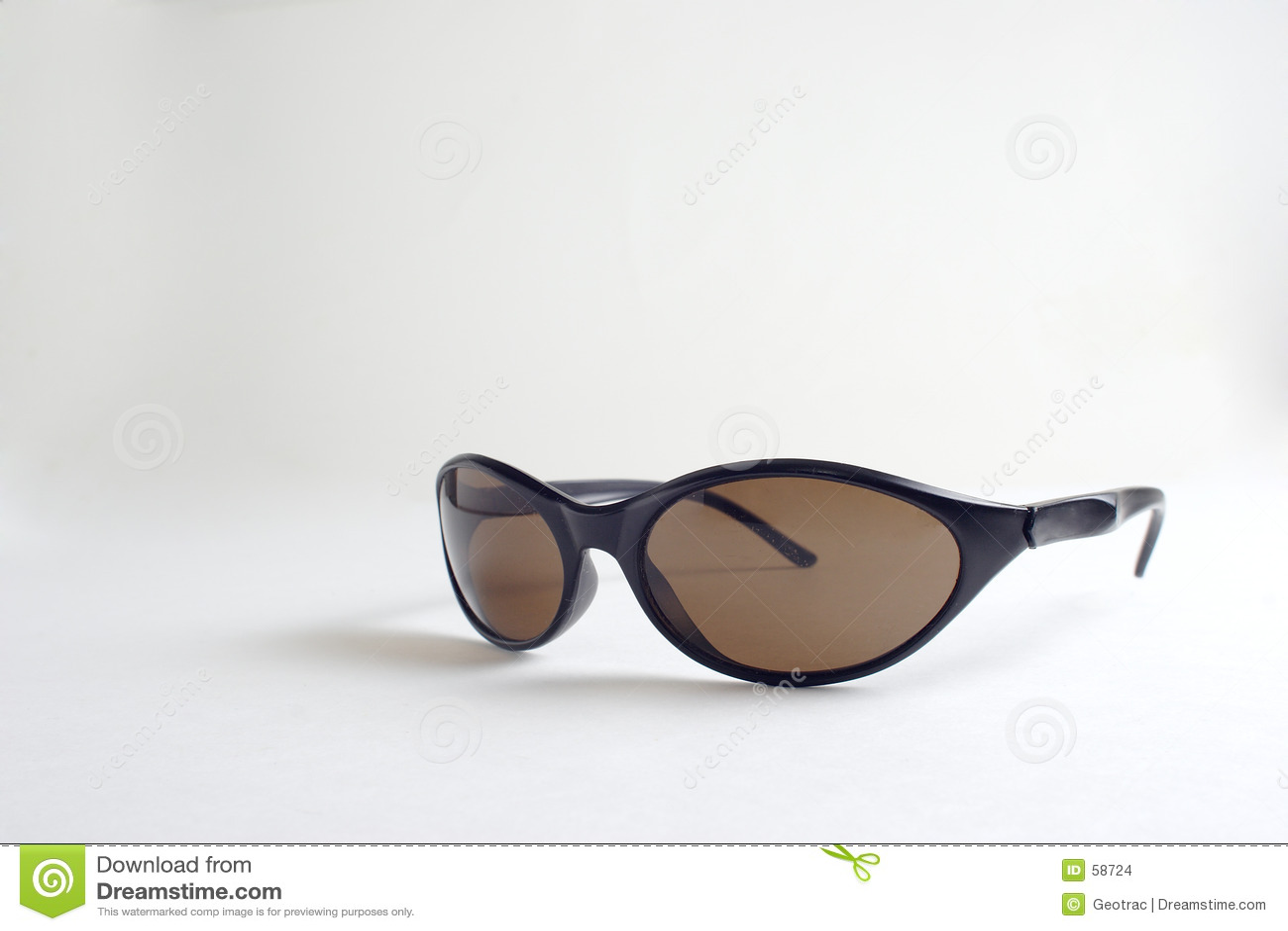 Een paar zwarte zonnebril