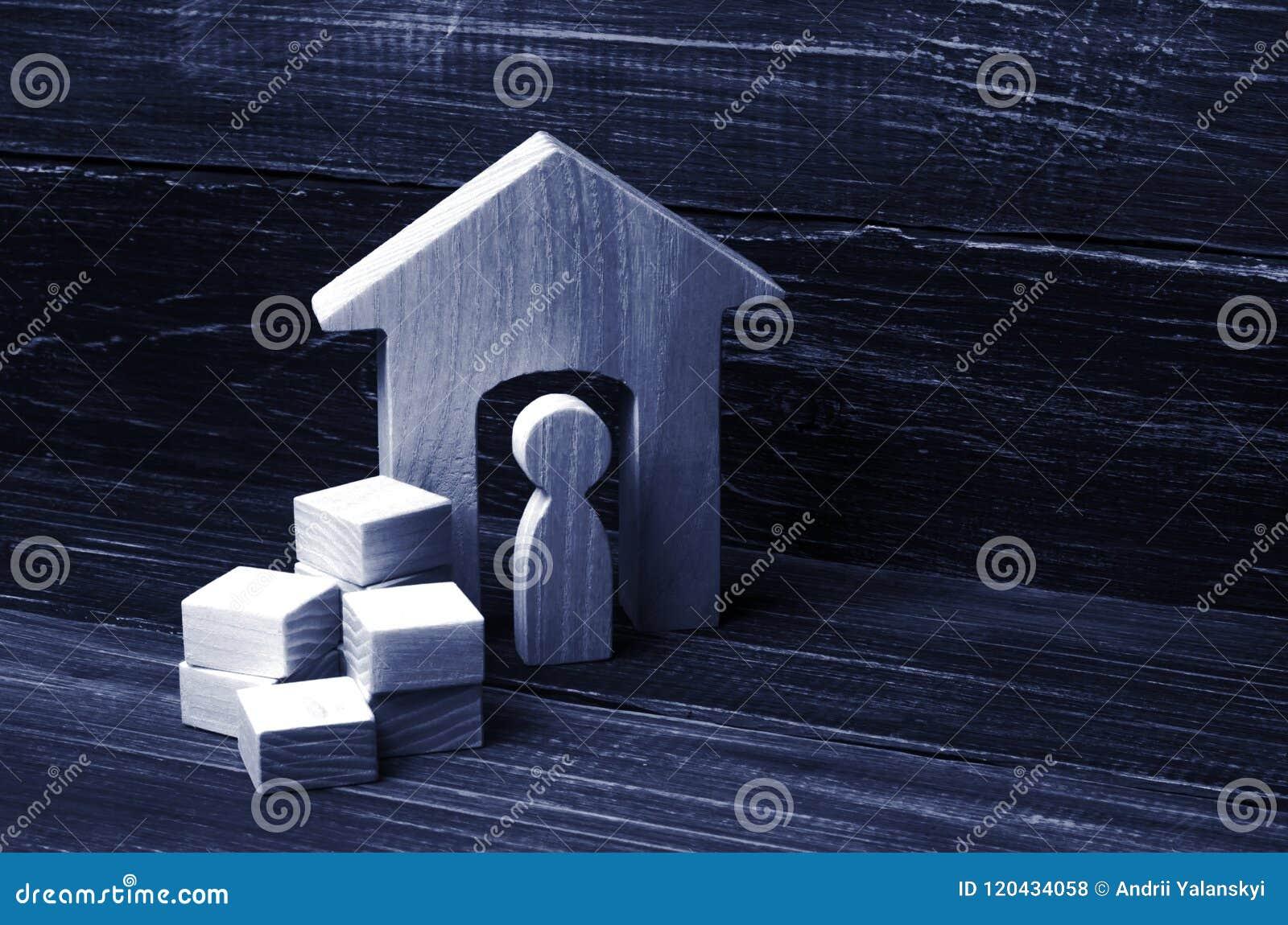Een persoon verzamelt dingen in dozen en bewegingen aan een ander huis