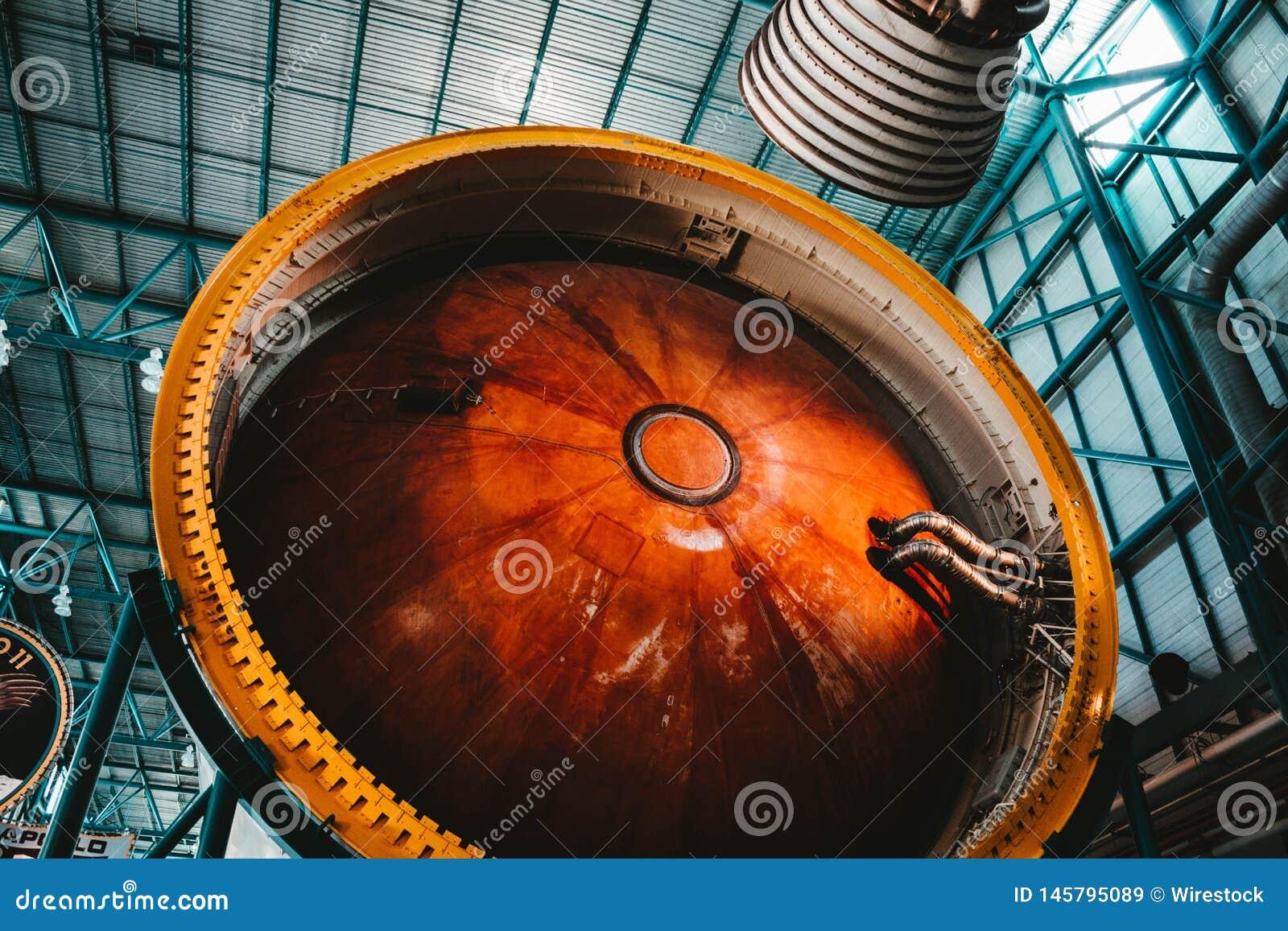 Een proces om een ruimteraketmotor te bouwen