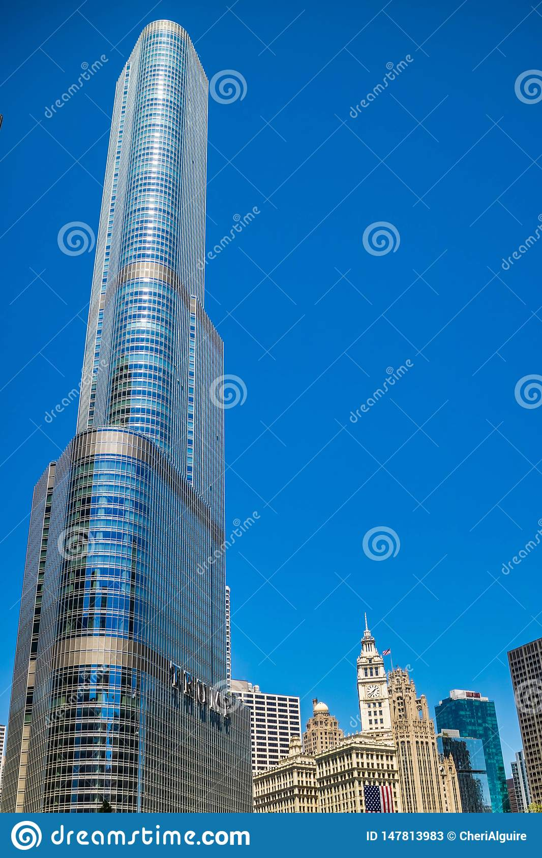 Een reusachtig wolkenkrabbergebouw in Chicago, Illinois
