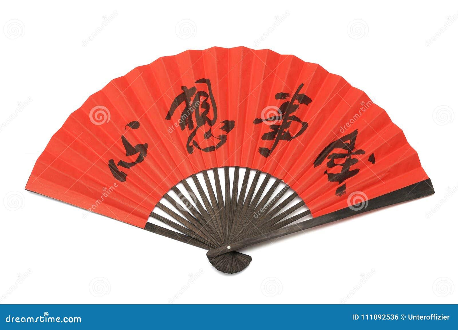 Een rode vouwende die handventilator van hout en document met de Chinese woorden wordt gemaakt die totstandbrenging van wensen be