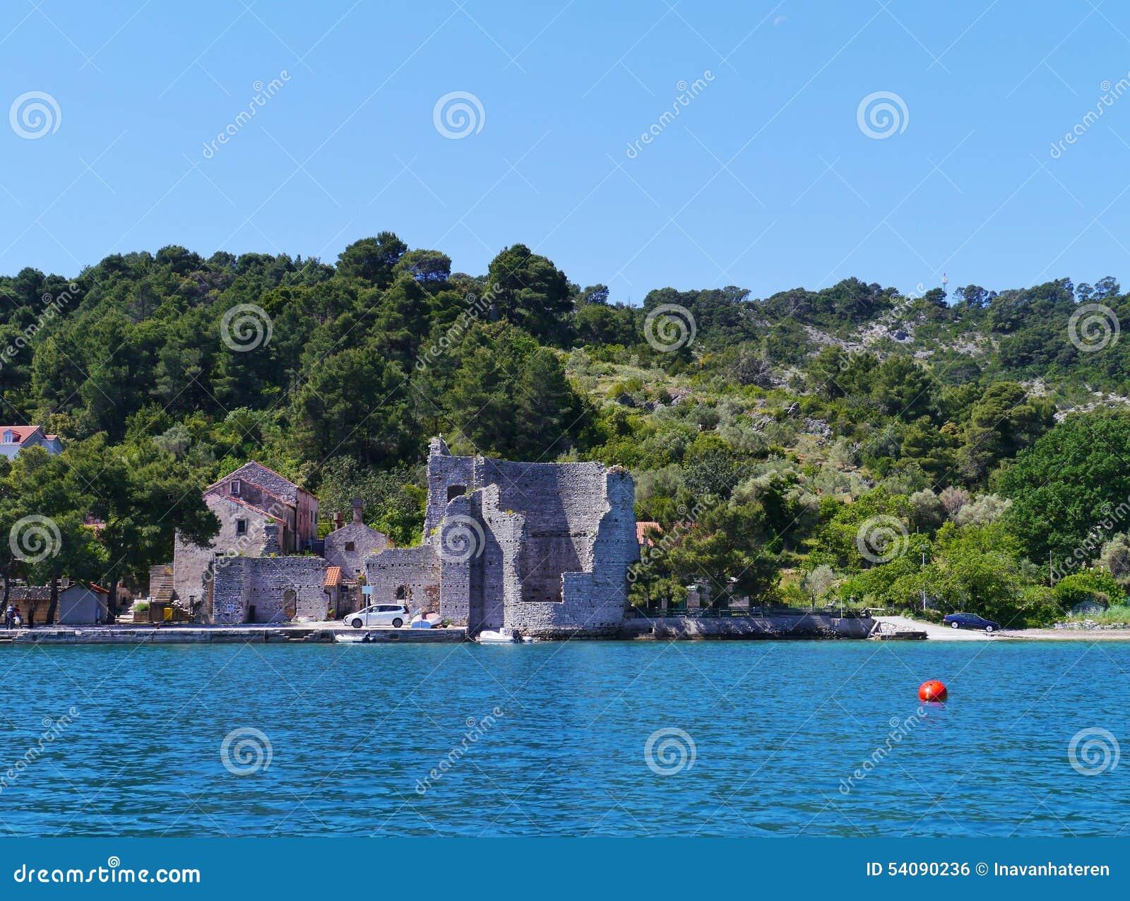Een ruïne in Polace op Mljet in Kroatië