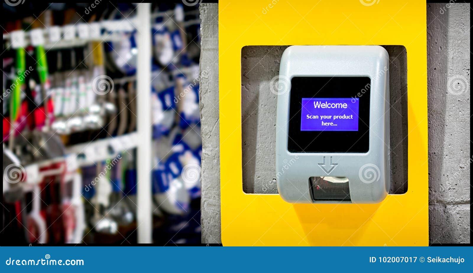 Een Scanner van de Streepjescodeprijs op de muur voor Klant wordt geïnstalleerd die bedriegt