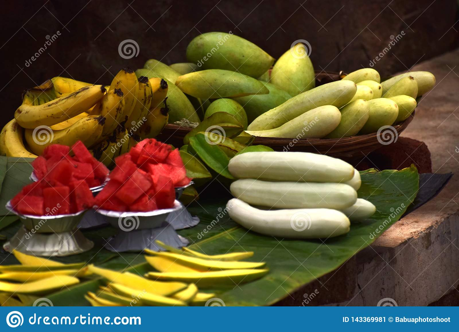 Een schotel van yummy verse vruchten