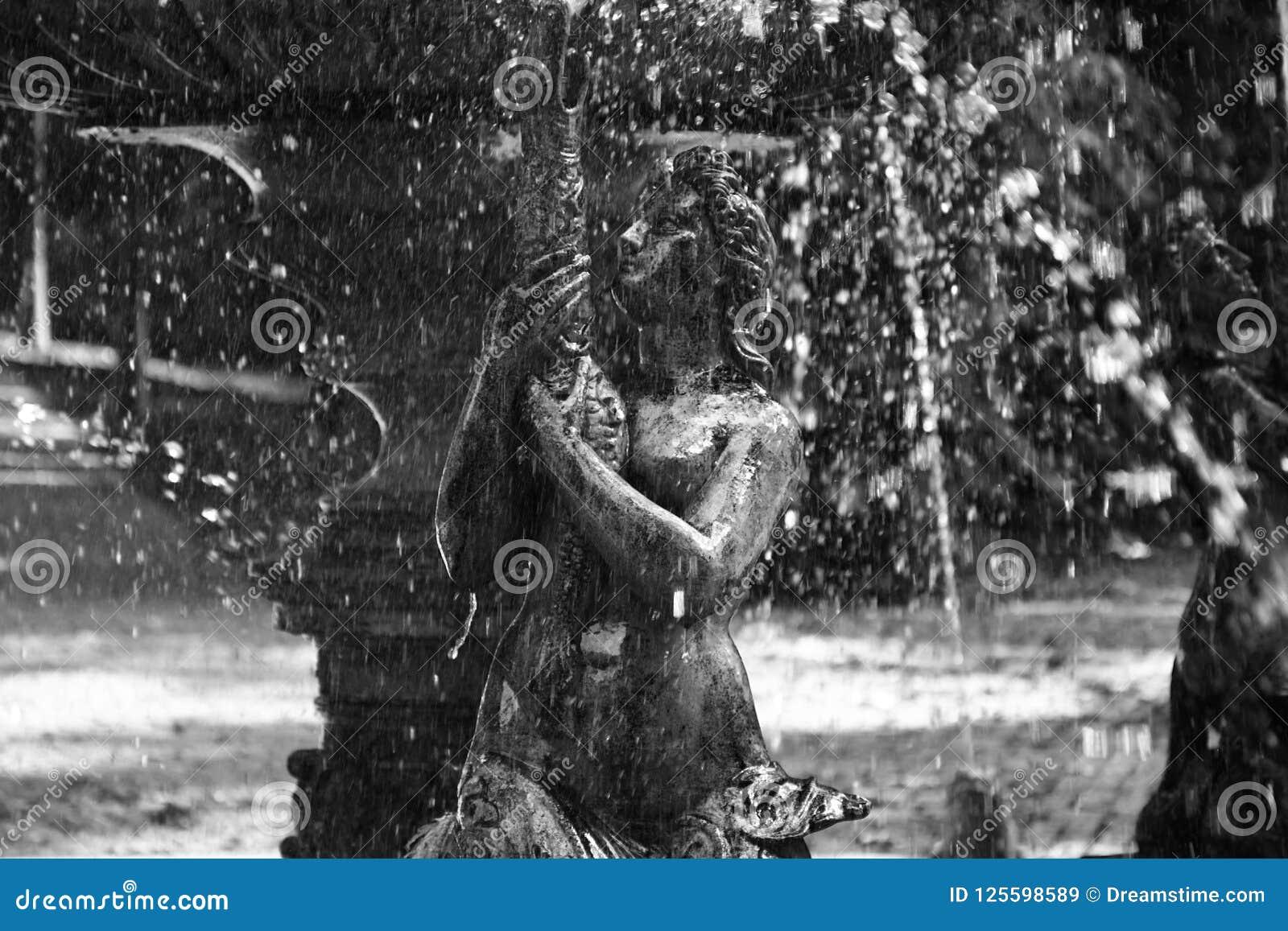 Een sirene die in een fontein, Vrsac, Servië leven
