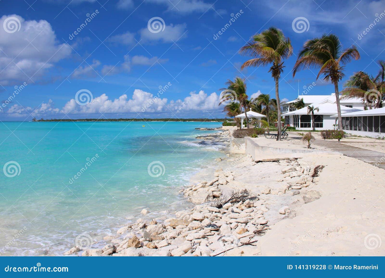 Een strand in Long Island, de Bahamas