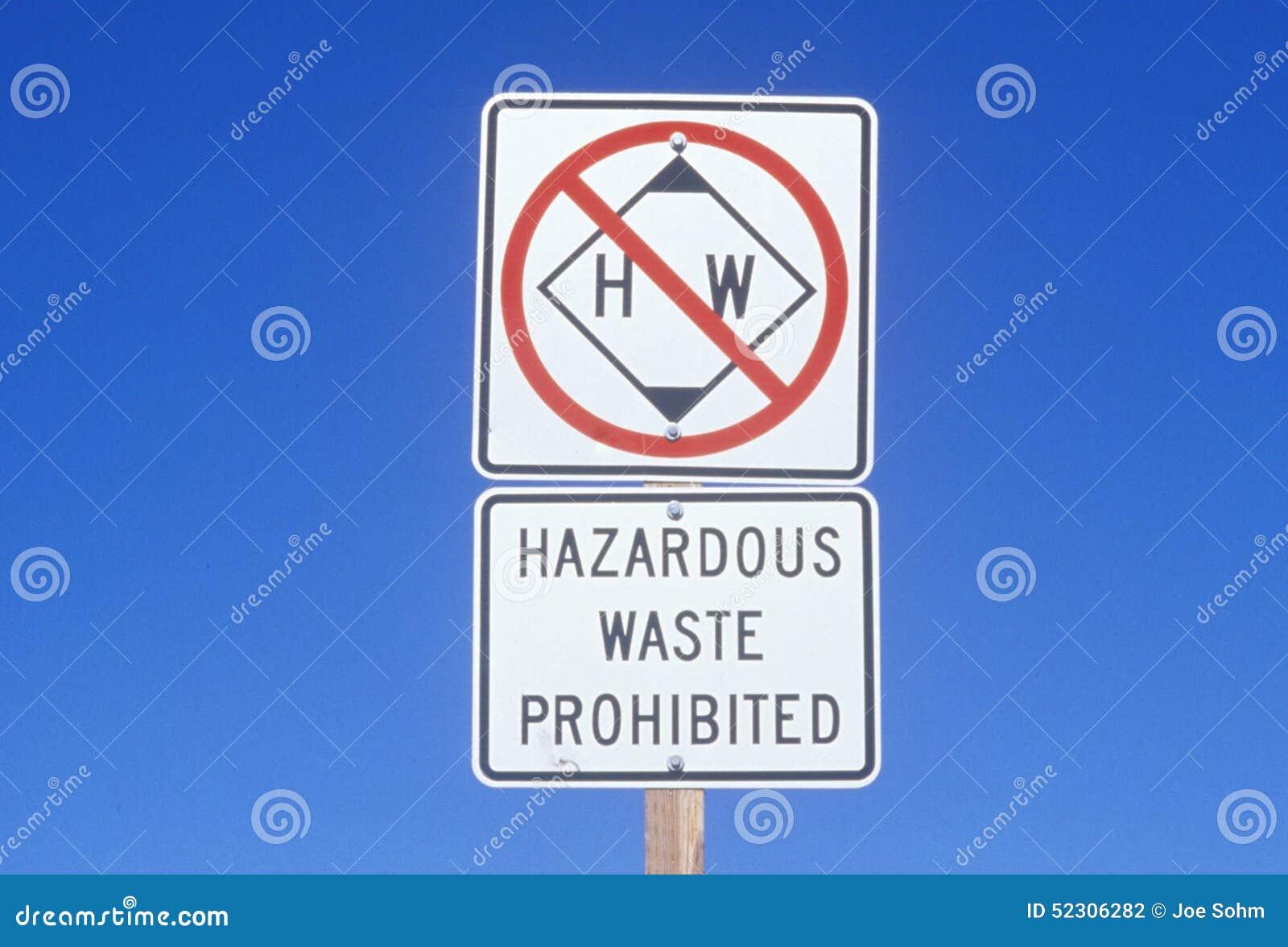 Een teken dat ï ¿ ½ Gevaarlijk afval prohibitedï ¿ ½ leest